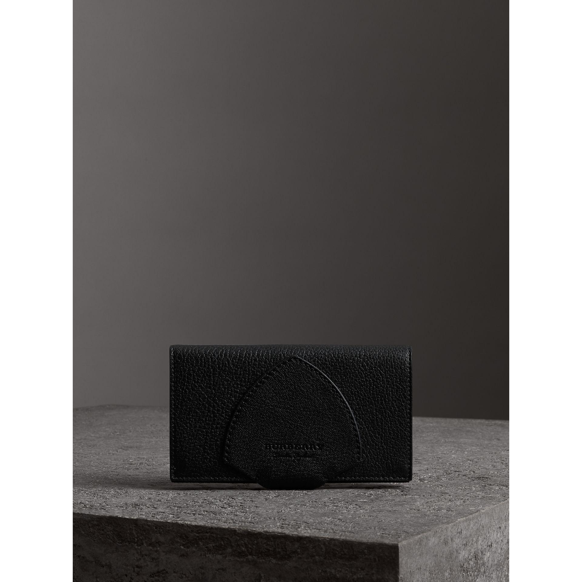 Burberry Equestrian Shield Two-tone Leather Folding Wallet With Credit Card For Sale Best Buy JKAMBqE5Cd