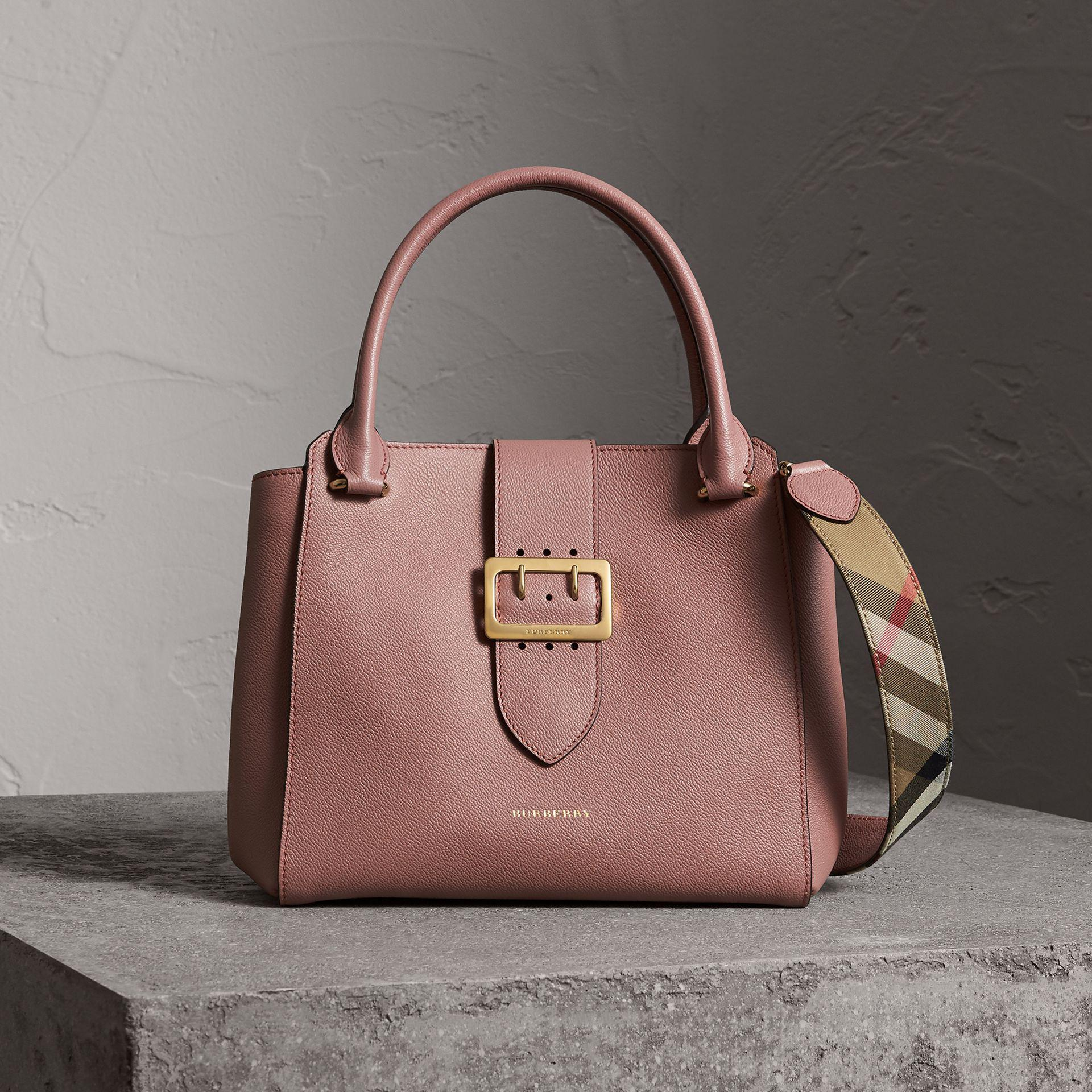991f2d39b356e Burberry The Medium Buckle Tote In Grainy Leather Dusty Pink in Gray ...