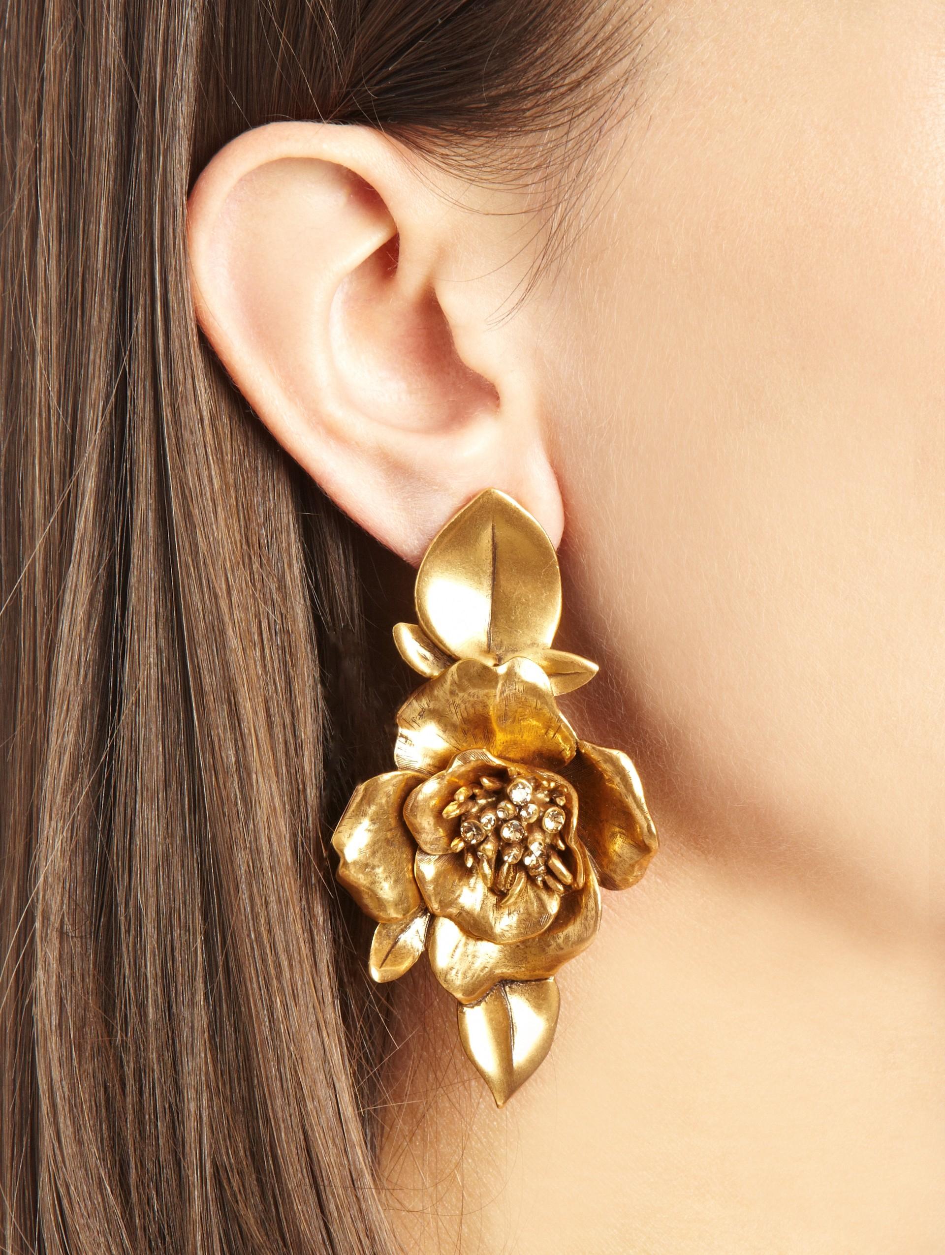 Lyst Oscar De La Renta Russian Gold Flower Earrings In