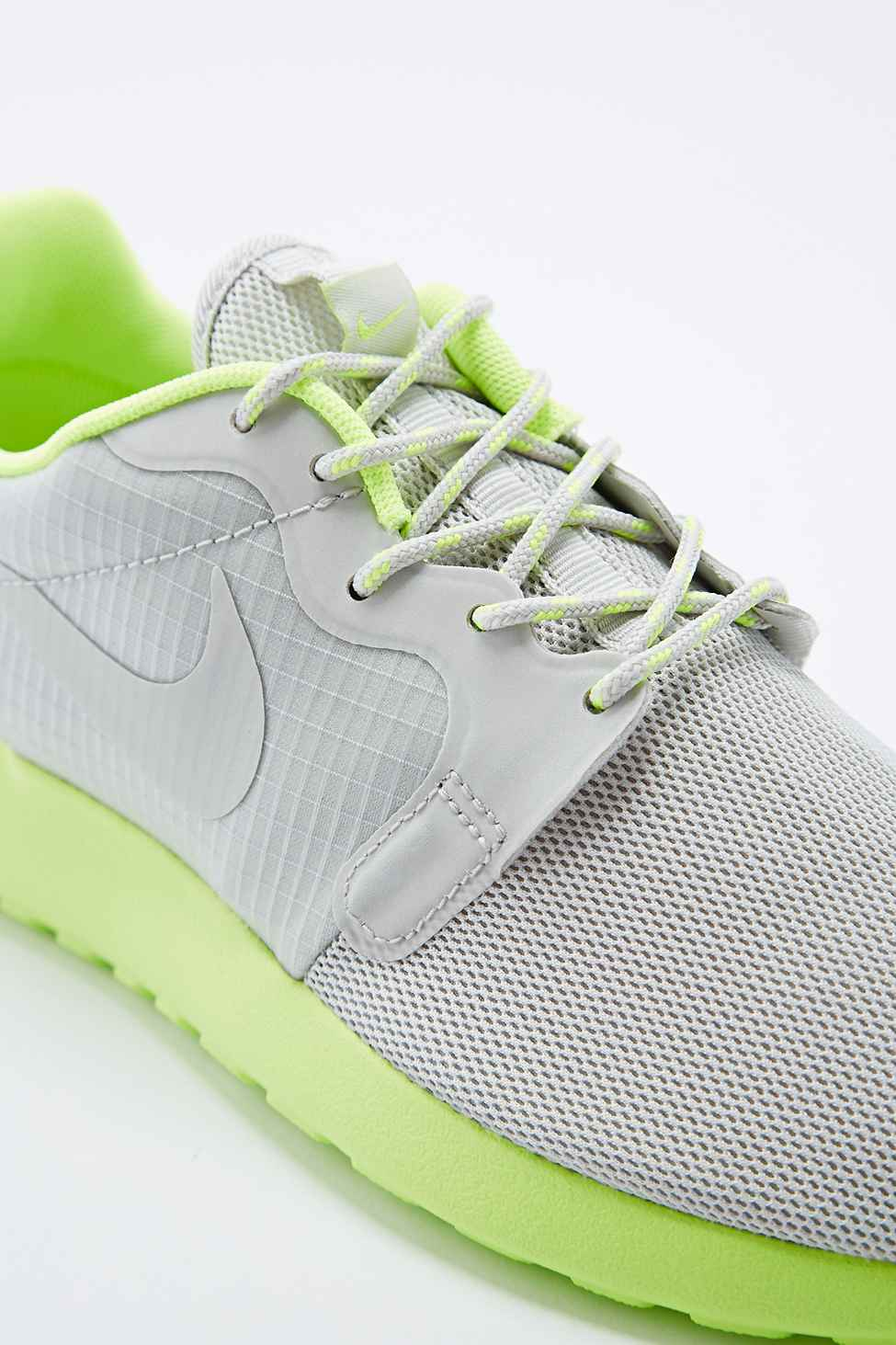 nike roshe run trainers in grey and lime green in gray lyst. Black Bedroom Furniture Sets. Home Design Ideas