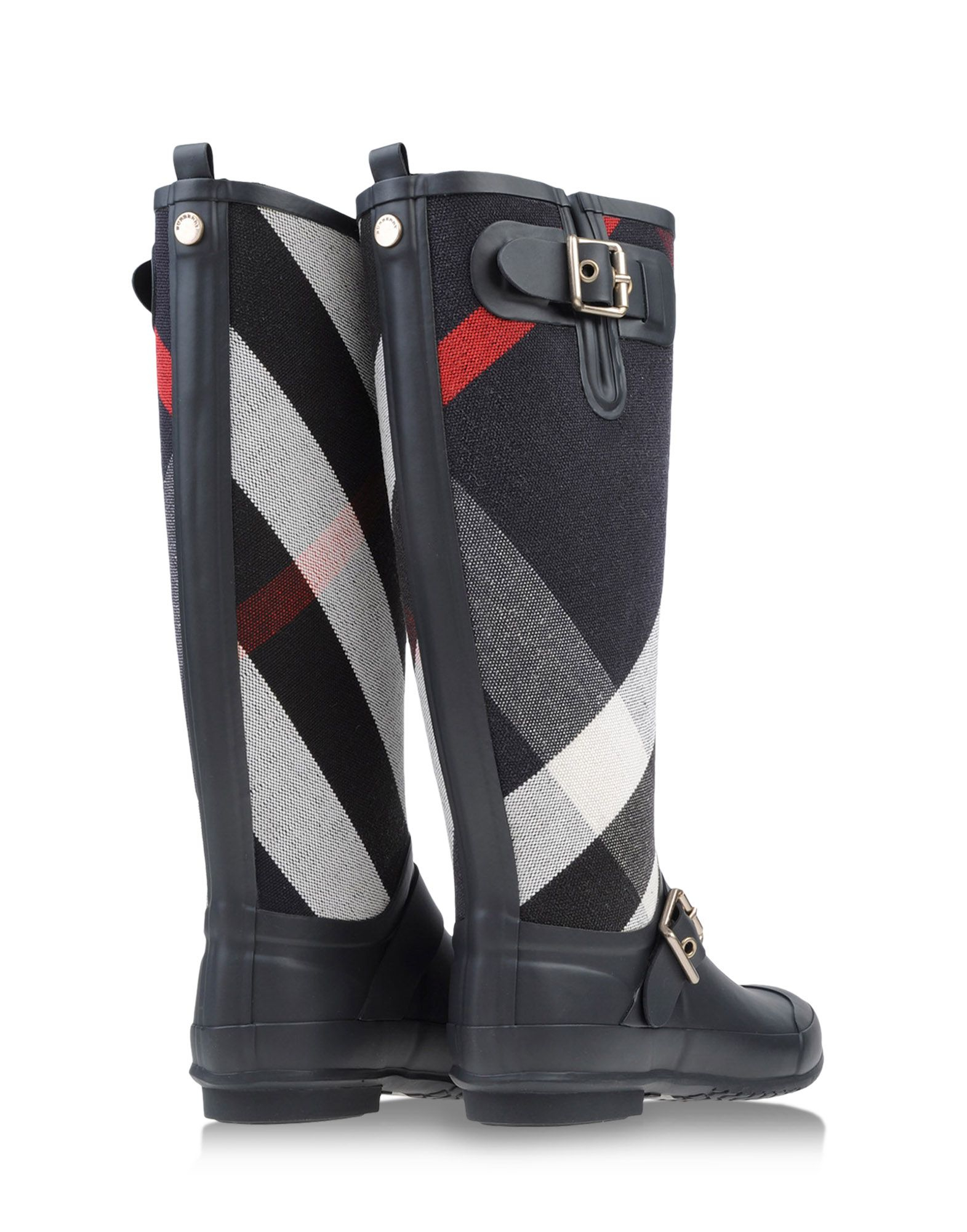 I truly love this cute boots. It goes well with any kind of style! True to size. I ordered my usual size 7, it perfectly fits and it has no problem about rubbing my back ankle and toe box perfectly fit my size too.