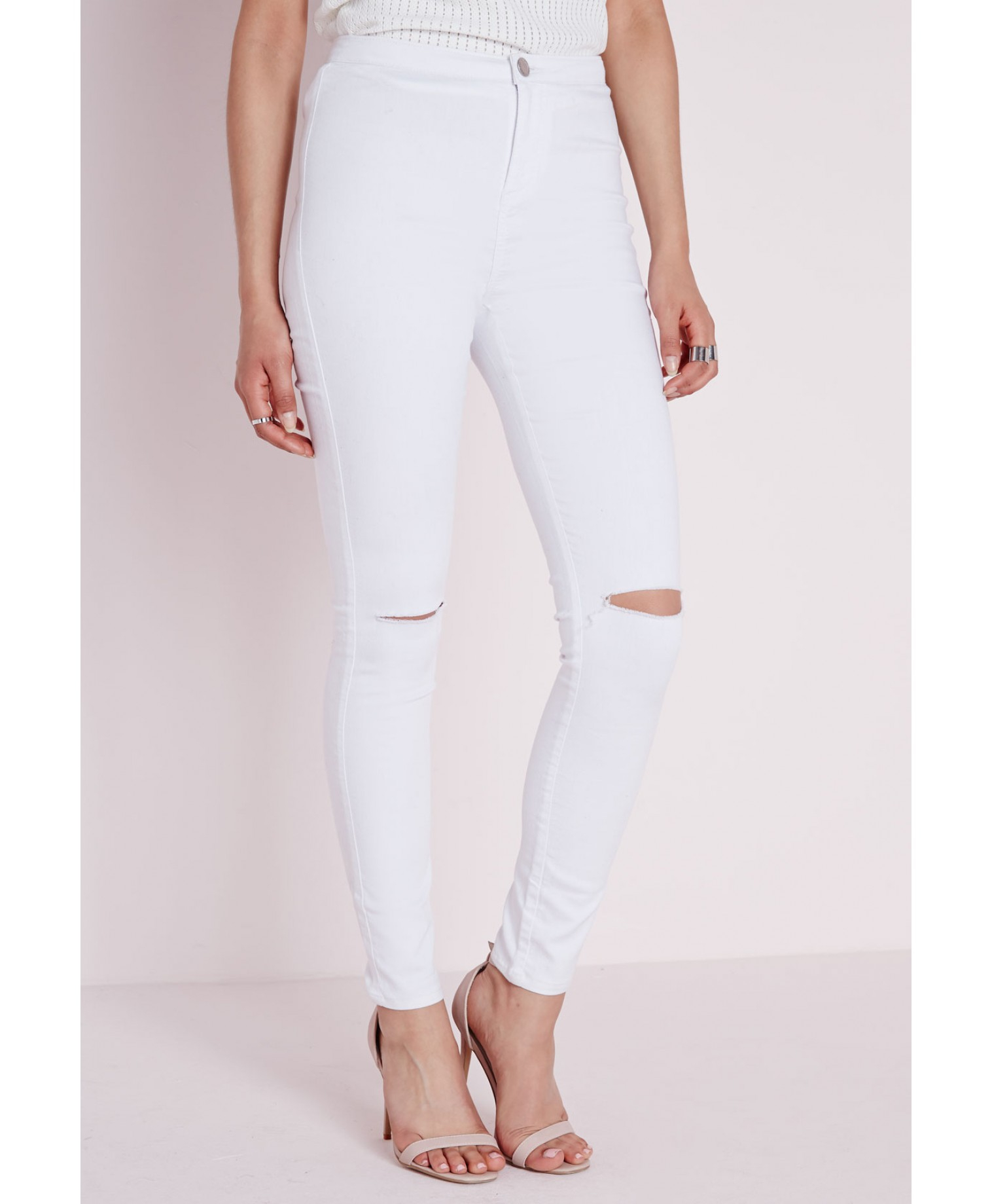 White jeans ripped at knee – Global fashion jeans collection