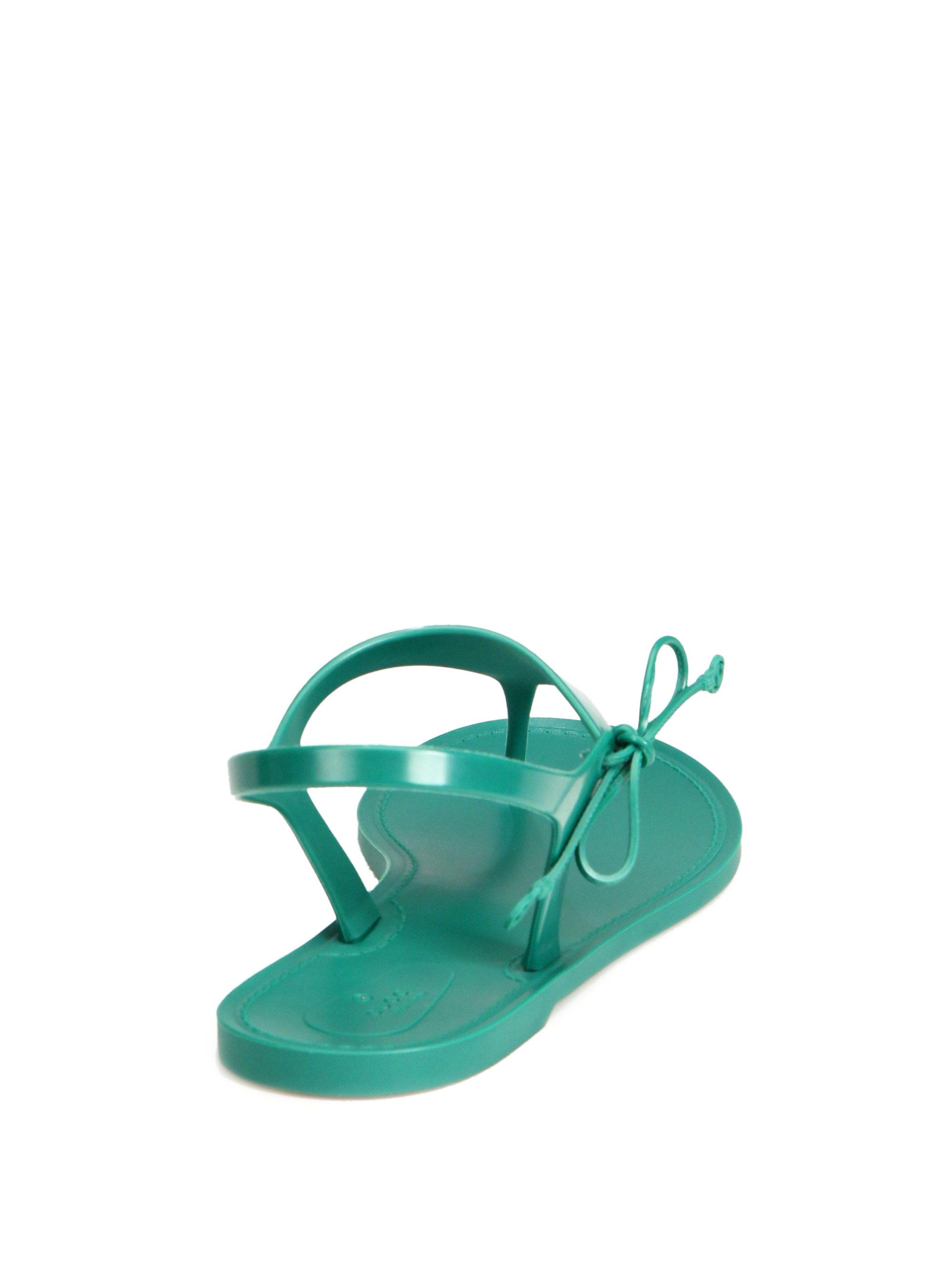 fa2ec7915 Gucci Katina Rubber Thong Sandals in Black - Lyst