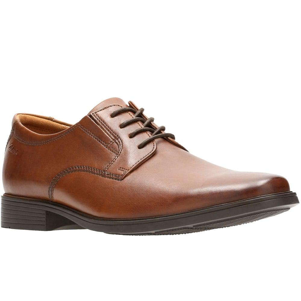 tilden men Style your formal attire with the clarks tilden cap shoe the shoe is designed with a streamlined silhouette with a lace-up closure, the shoe provides a secure and snug fit.