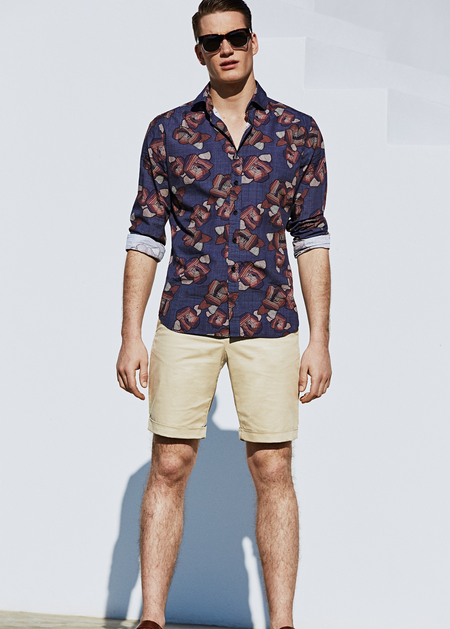 single men in mango Founded in 1984, mango is a leading worldwide fashion brand known for its modern and high quality designs tailored for the women, men and kids of today with.