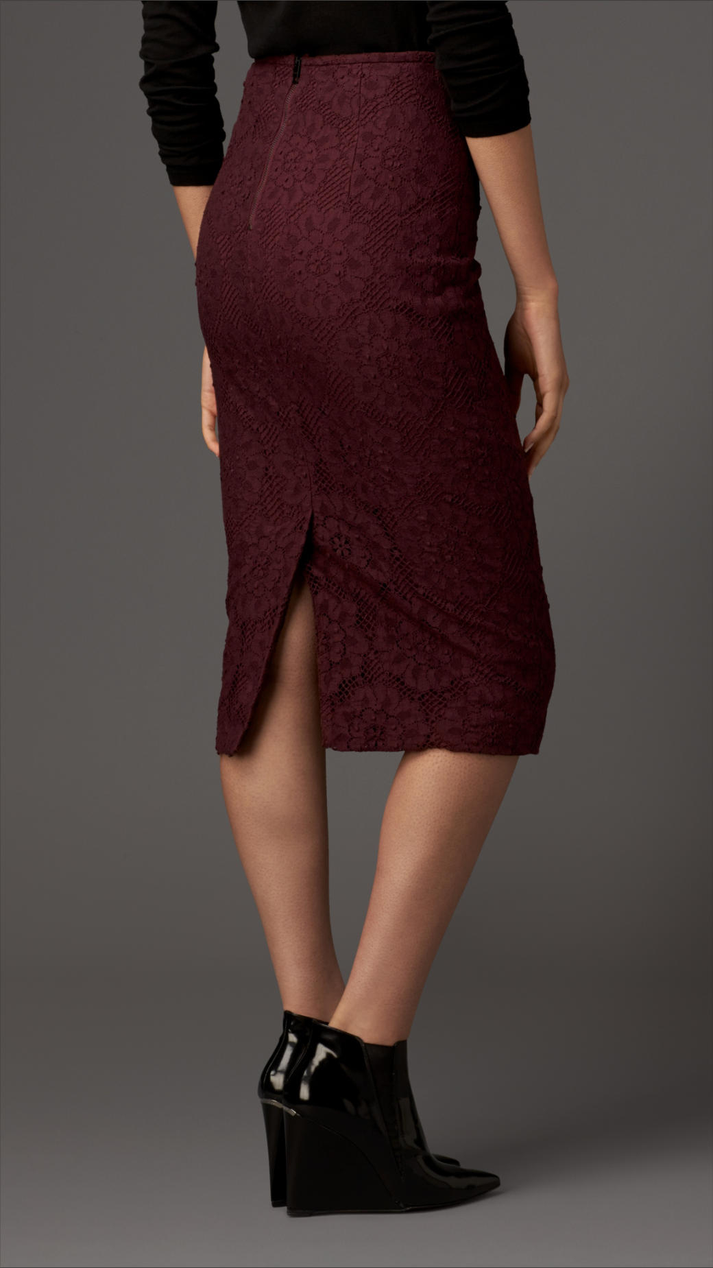 Burberry Woven Lace Cotton Pencil Skirt in Red | Lyst