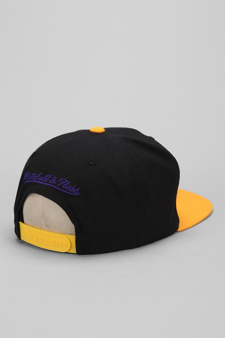 a3a2c409e453a Hall of Fame X Mitchell Ness Lakers Upsidedown Snapback Hat for Men ...