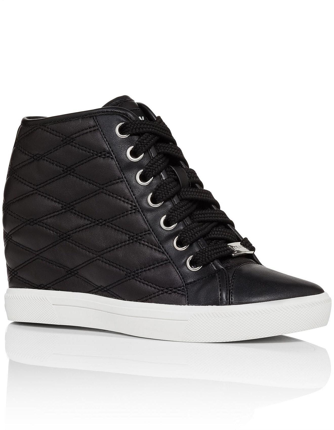 a23ffb63fef5 Sneaker negro Wedge Cindy Lyst Nappa Diamond acolchado en Dkny 54pwq7H