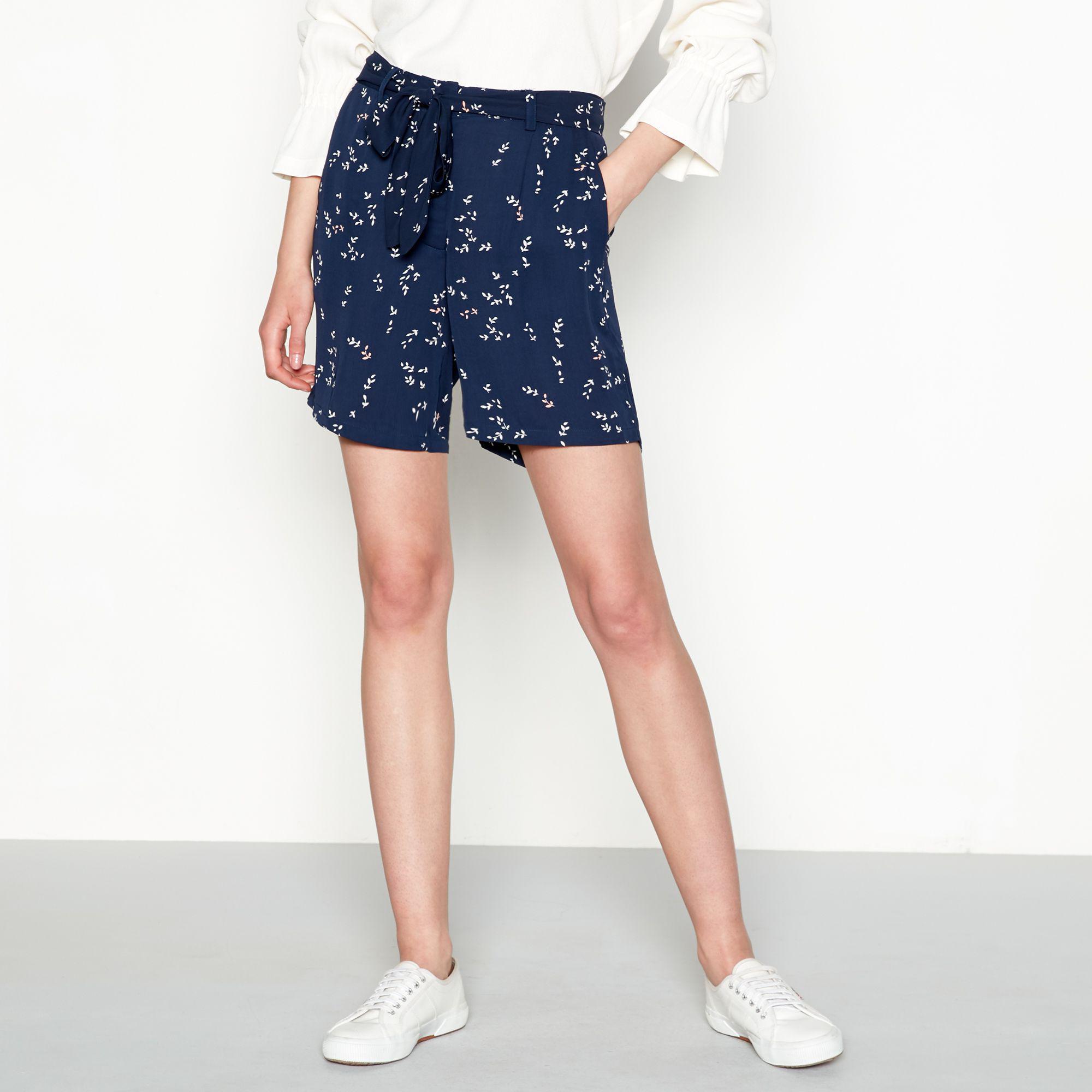 b552b32e7 Minimum Navy Leaf Print Chiffon 'bergliot' Loose Fit Shorts in Blue ...