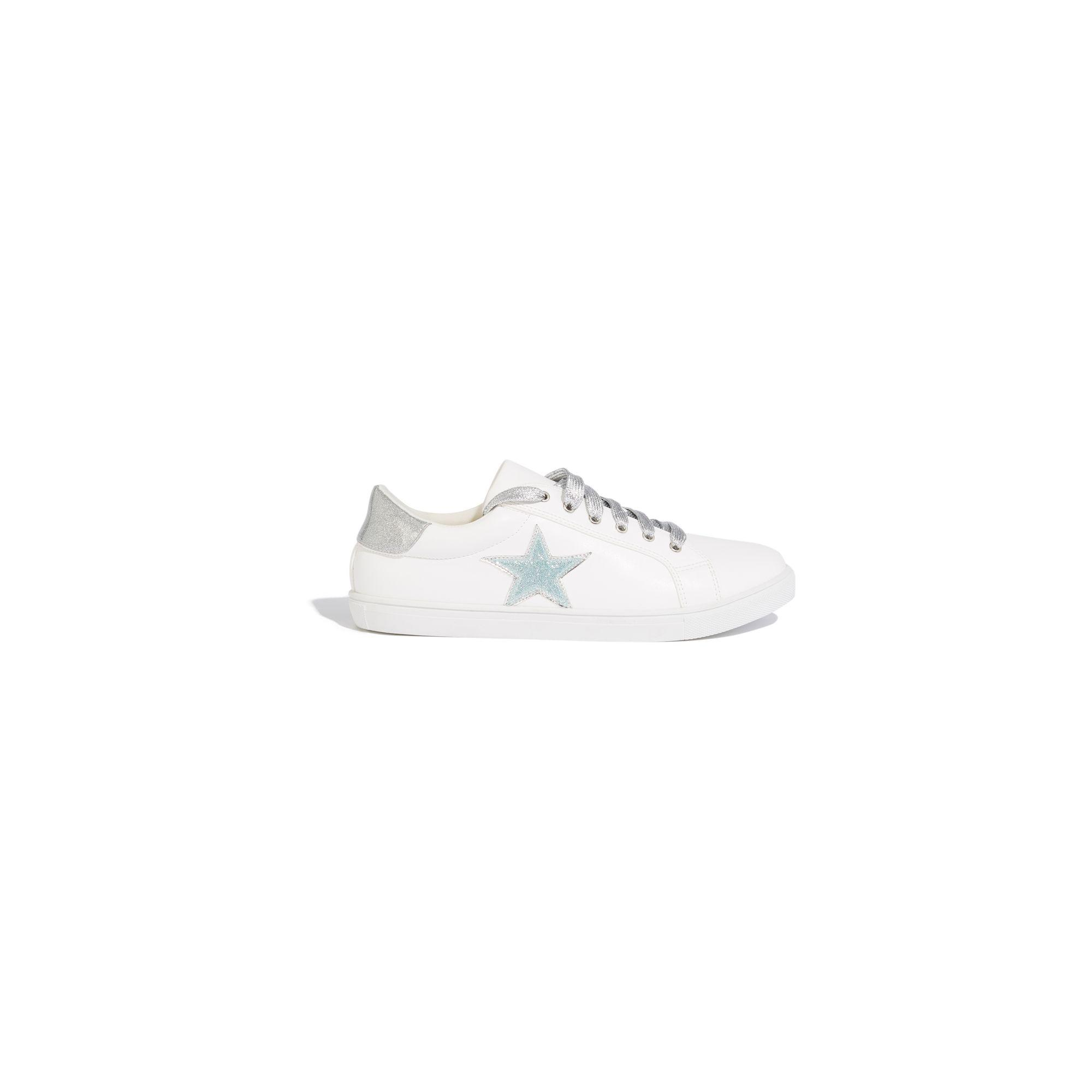 f9a7ac7b9ed4 Oasis White Star Metallic Trainers in White - Lyst