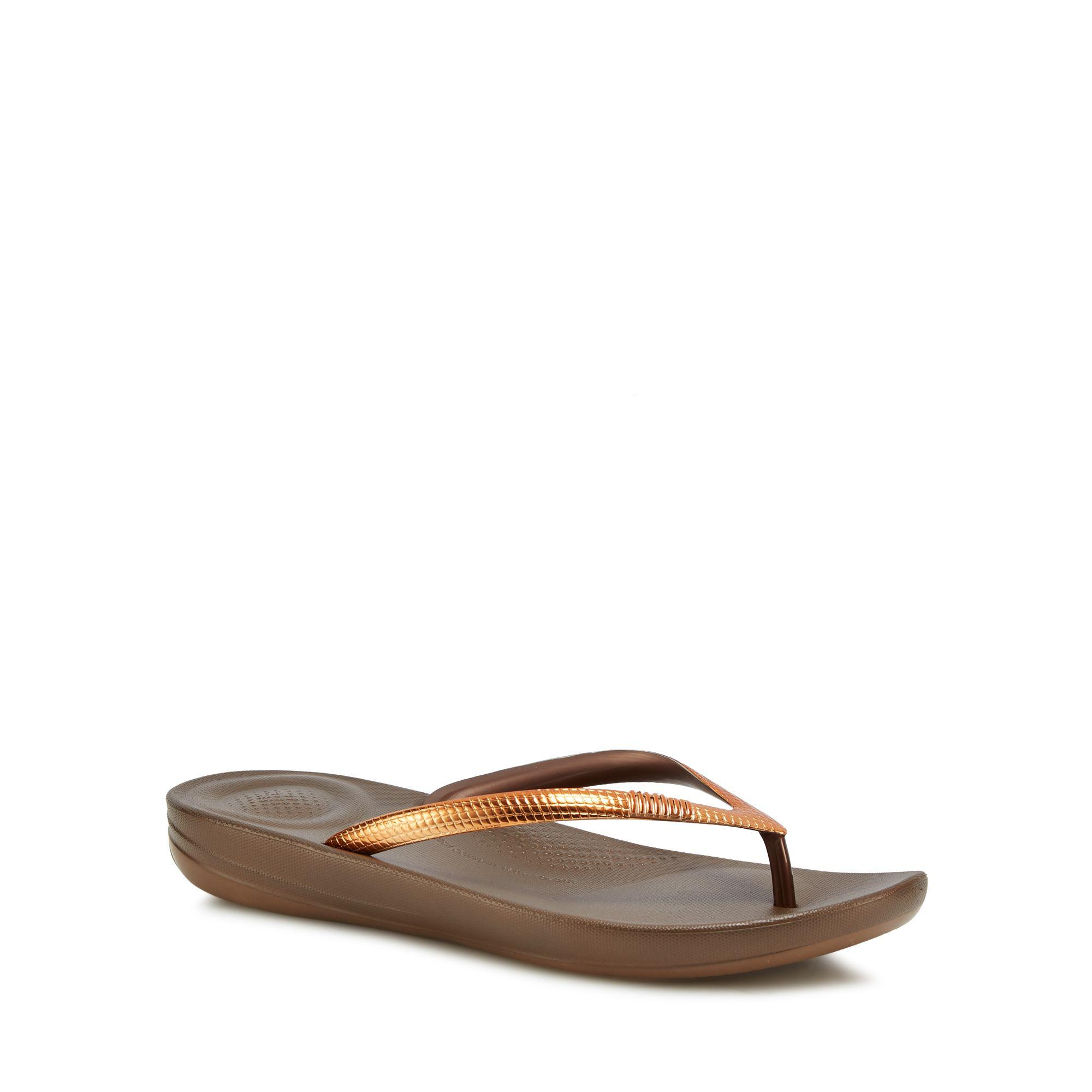 3c515fd6fef477 Fitflop Bronze  mirror  Iqushion Flip Flops in Brown - Lyst