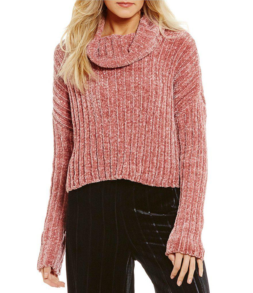 Chelsea & violet Chenille Turtleneck Cropped Sweater in Pink | Lyst