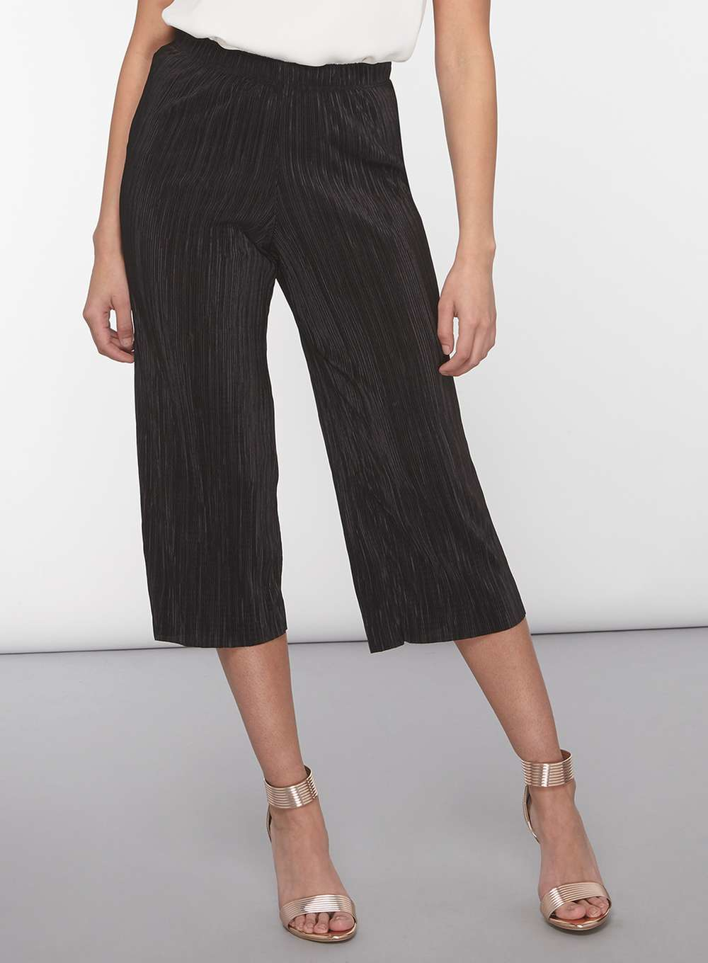 ASOS DESIGN Petite cropped drawstring trousers. £ ASOS DESIGN cigarette trousers in black with side stripe. £ ASOS DESIGN elasticated clean tapered trouser. £ New Look tie waist crop trousers in leopard print. £ Custommade Cropped Tailored Trousers. £