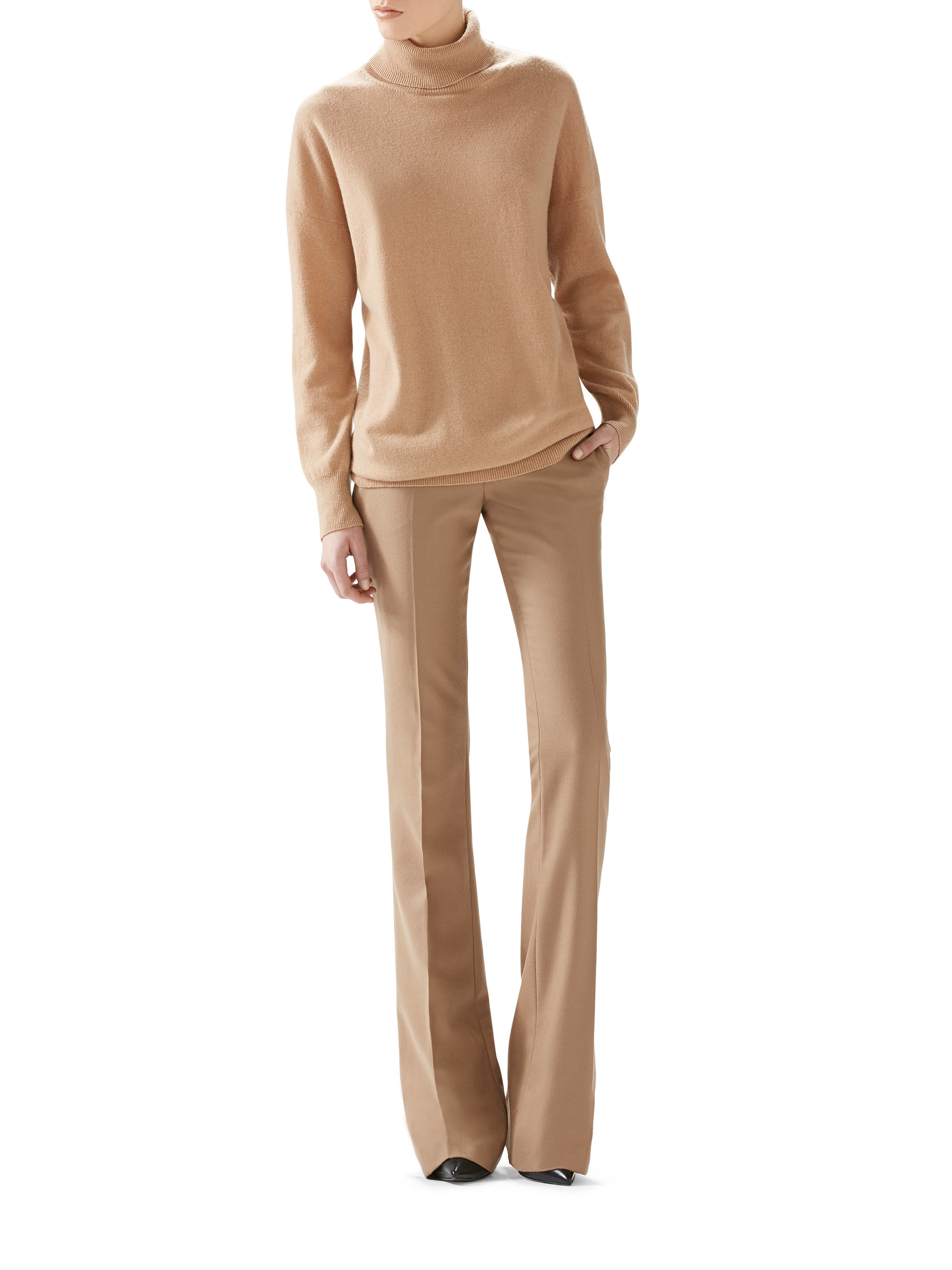 Gucci Oversized Cashmere Turtleneck Sweater in Natural | Lyst