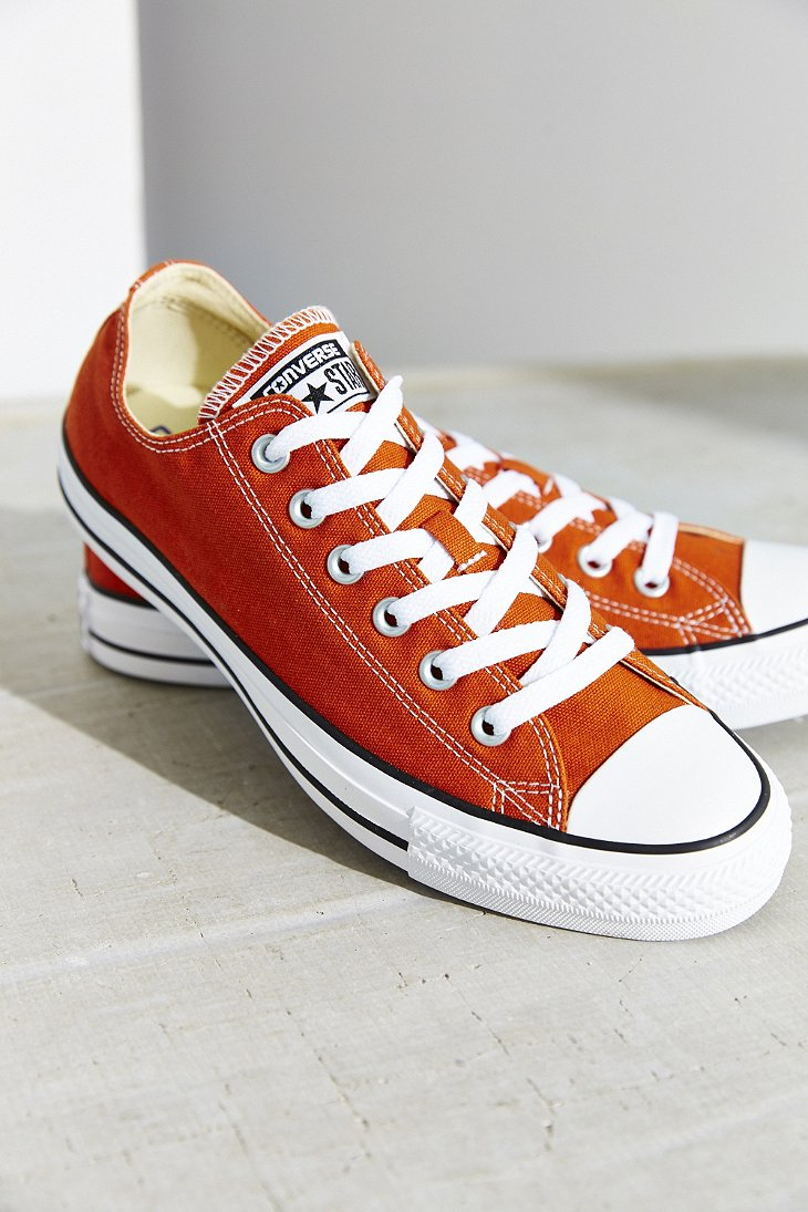 7480cd06d265 Gallery. Previously sold at  Urban Outfitters · Women s Converse Chuck  Taylor ...