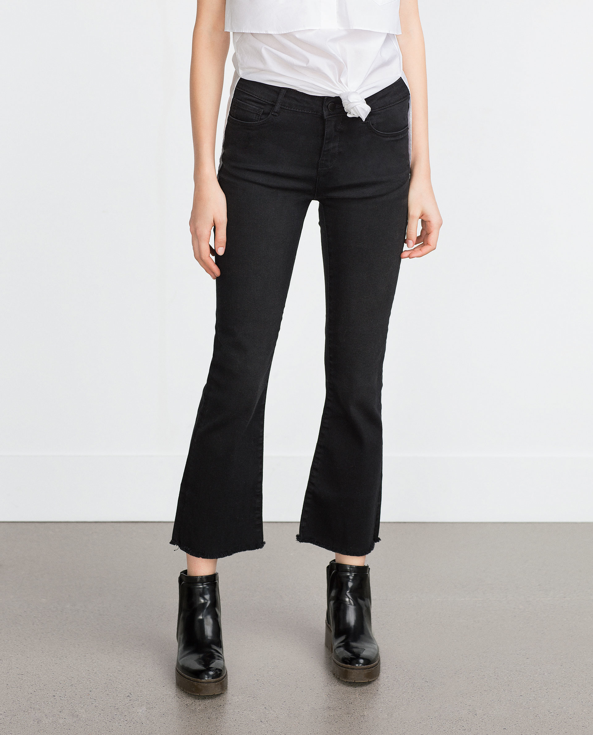 Zara Cropped Flared Jeans in Black | Lyst