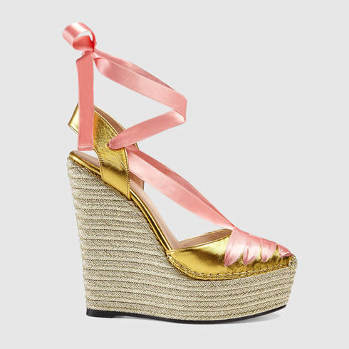 cbbb4e72187d1 Lyst - Gucci Metallic Leather Wrap Wedge in Pink