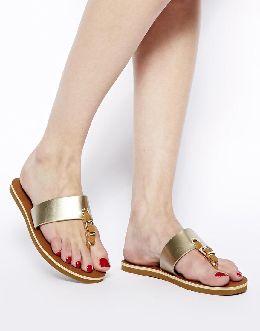 a4cae4e69 Lyst - ALDO Thong Flat Sandals in Metallic