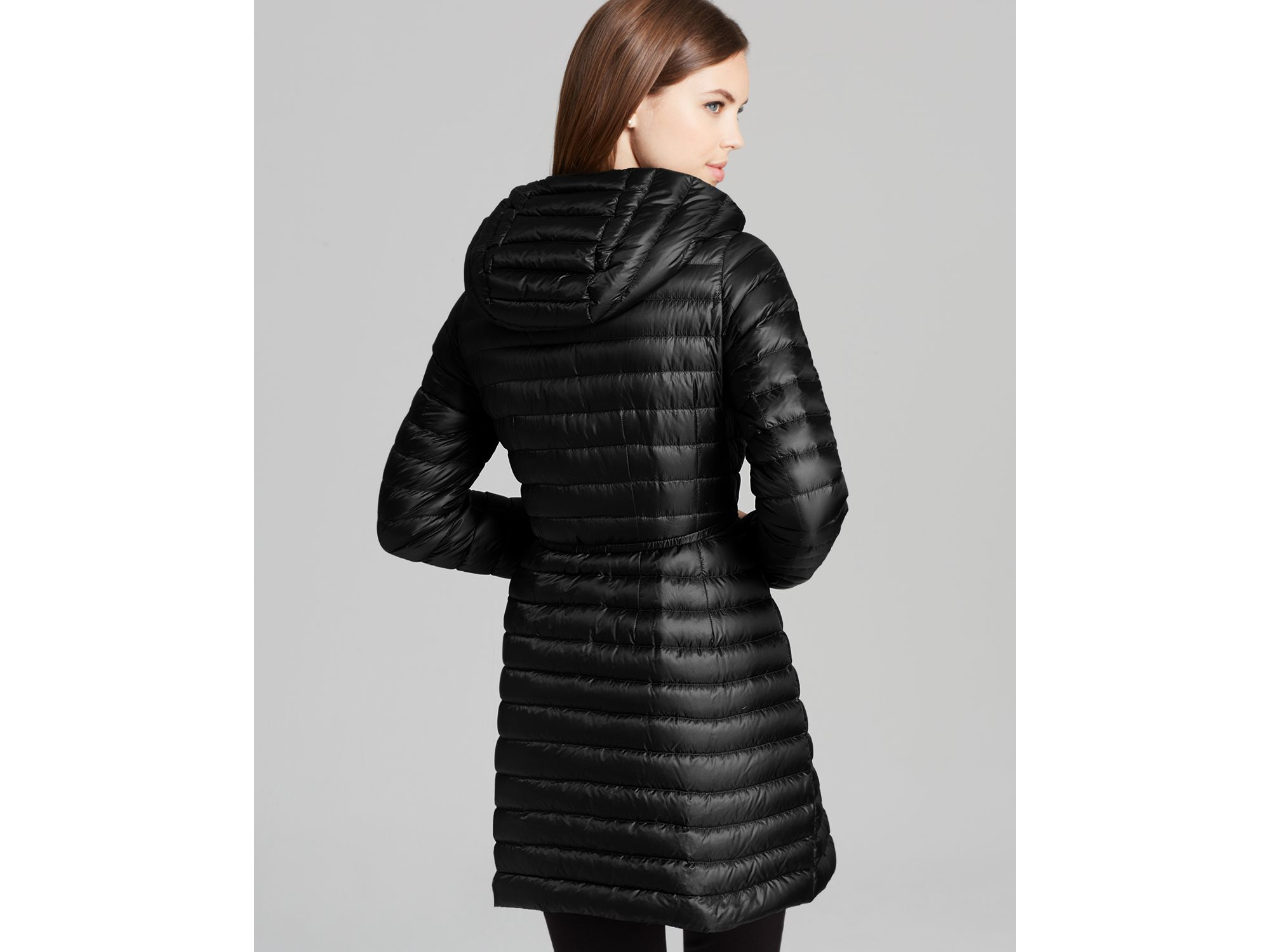 Moncler Barbel Lightweight Down Coat in Black | Lyst