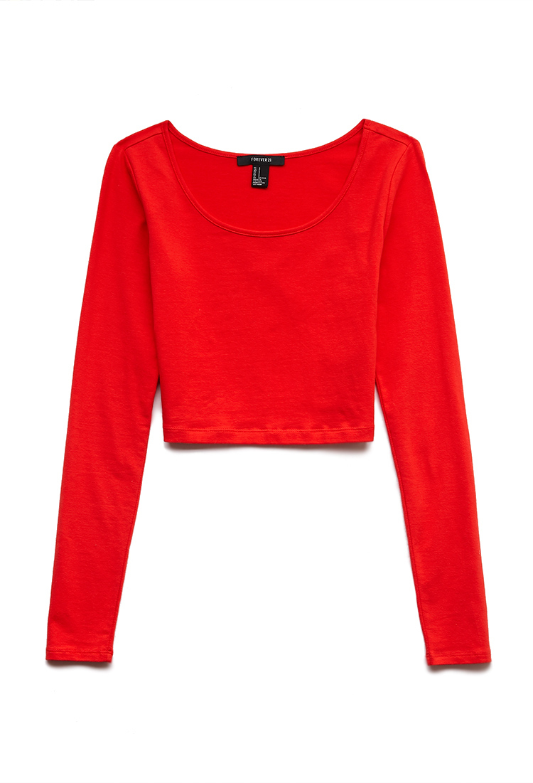 This red crop top features long sleeves and fitted scoop neck style. Regular fit. 95% viscose / 5% elastane. Approx length: cm/