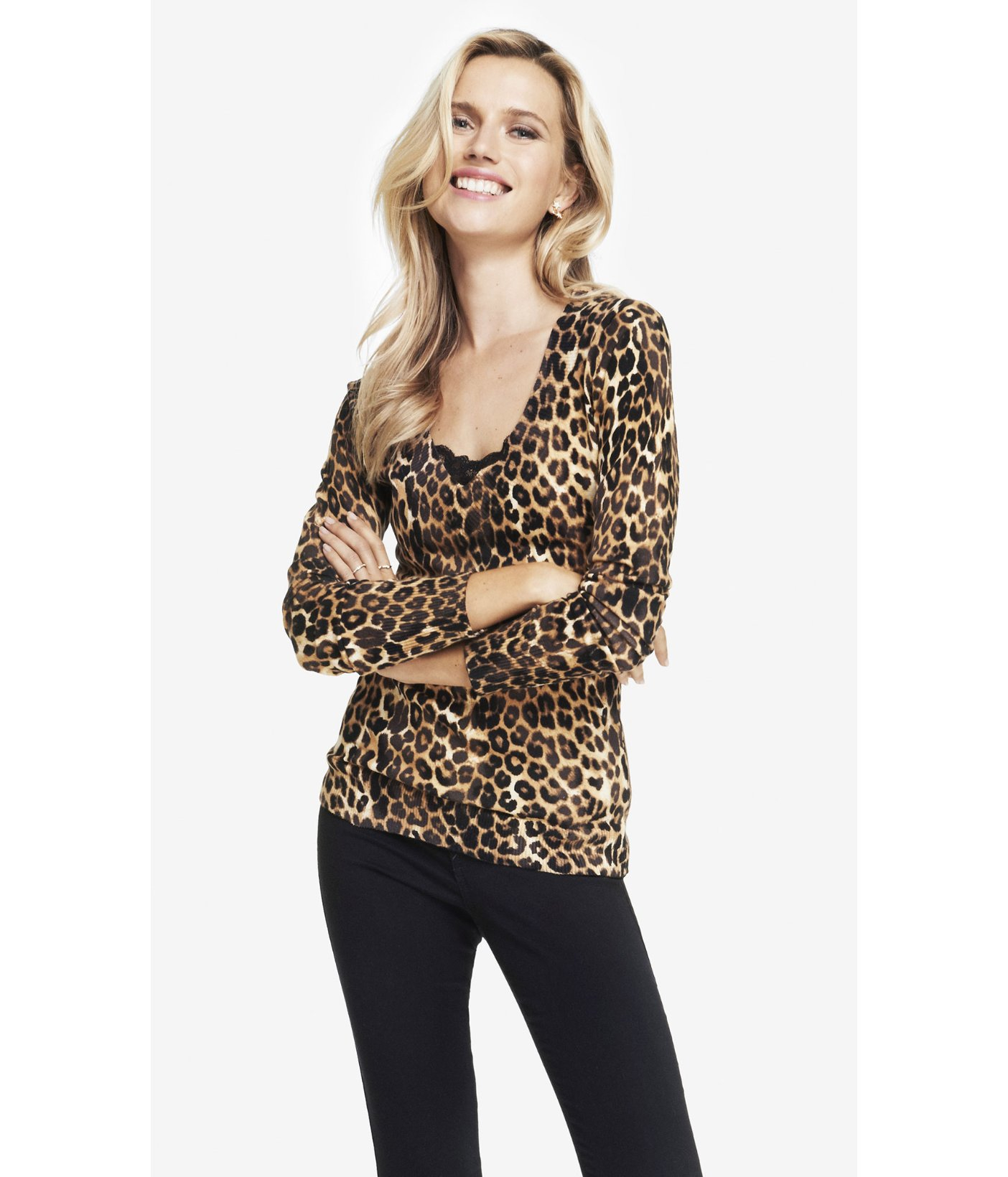 622bb7d9661e Express Leopard Print Fitted V-Neck Sweater in Brown - Lyst