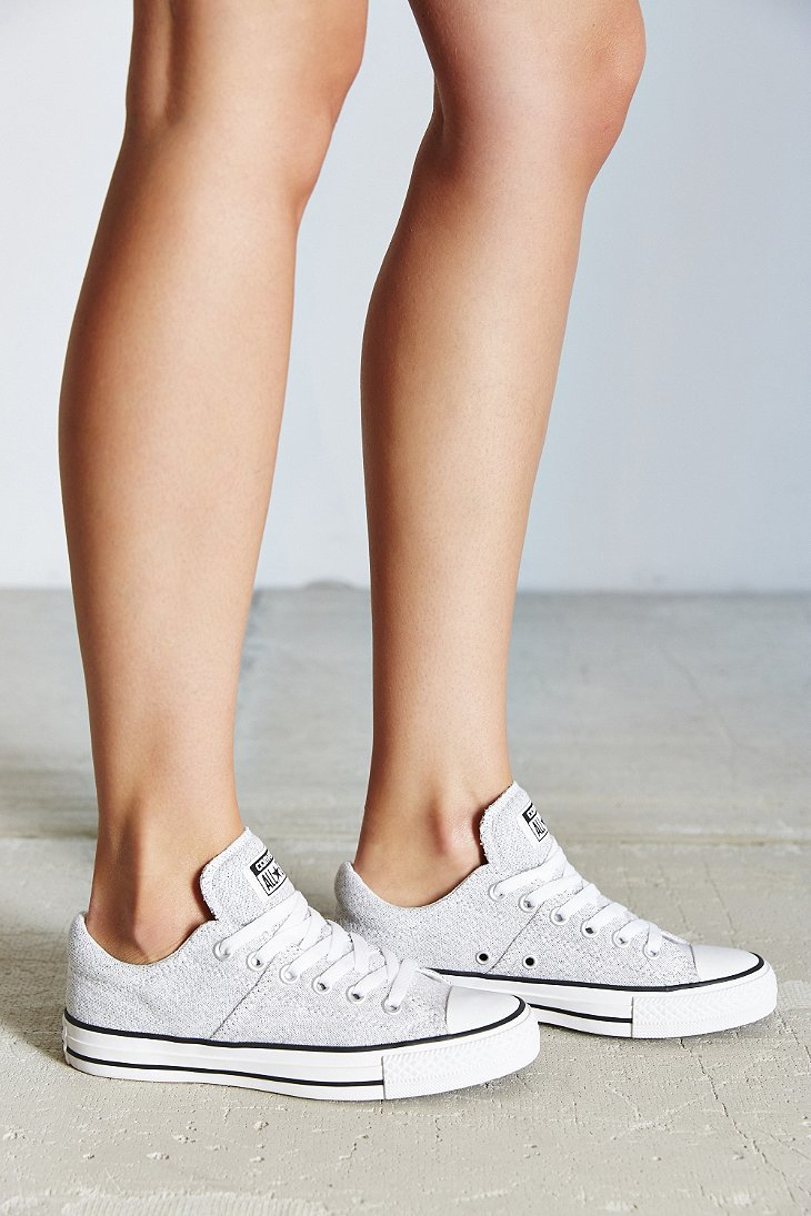 2aaca5ebafee Gallery. Previously sold at  Urban Outfitters · Women s Converse Chuck  Taylor ...