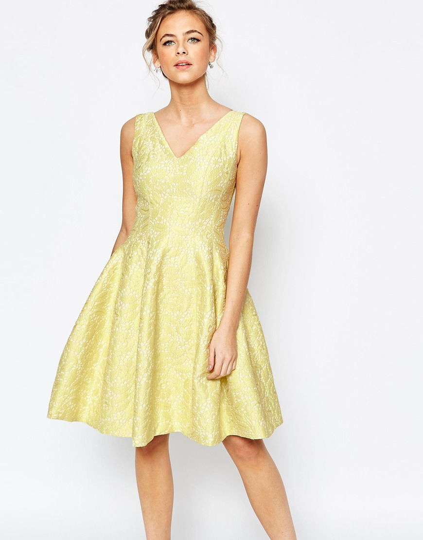 Lime green is a color with a lot of energy and is perfect for brides who just want to have fun. An eye-catching addition to your wedding, lime green is great for .