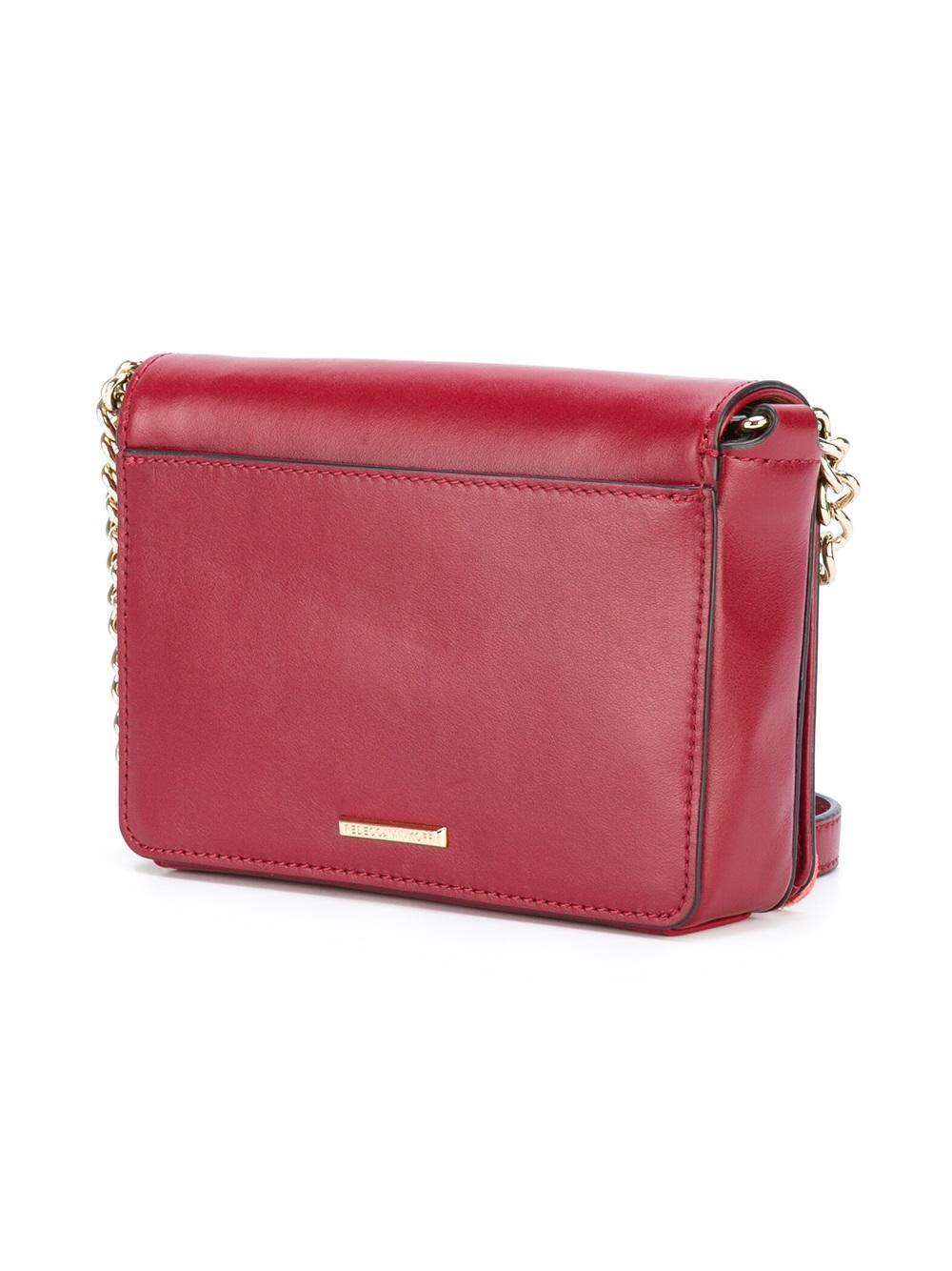 Designed with a charming urban approach, this Love crossbody bag from Rebecca Minkoff is a contemporary classic. Made from quilted burgundy leather, this holdall is equipped with plenty of cardholders to organise your most important essentials.