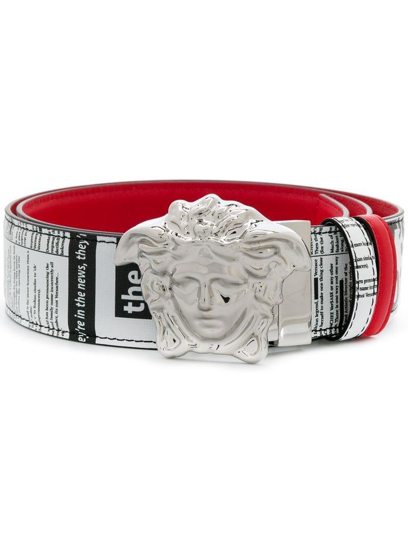 ecbd3bb7f78243 Lyst - Cinturón con motivo de periódico Versace de hombre de color Rojo