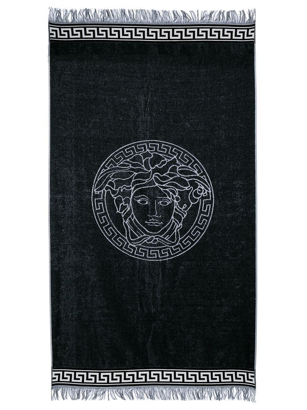 a4285e0f354 Lyst - Serviette de plage Medusa Versace en coloris Noir