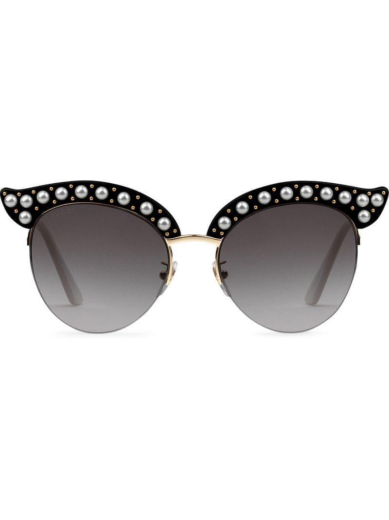 215d0396bd Gucci - Black Gafas de sol de montura cat eye con perlas - Lyst. Ver en  pantalla completa