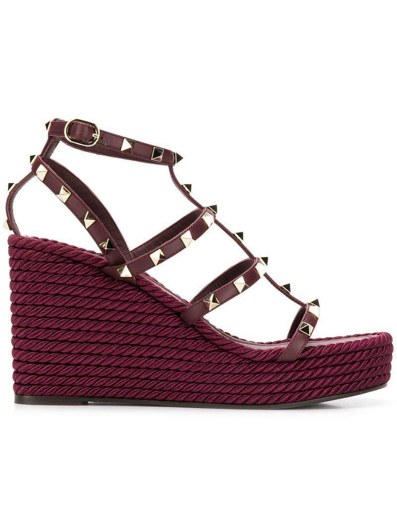 2e03ace61263 Valentino Garavani Rockstud Torchon Wedge Sandals in Purple - Lyst