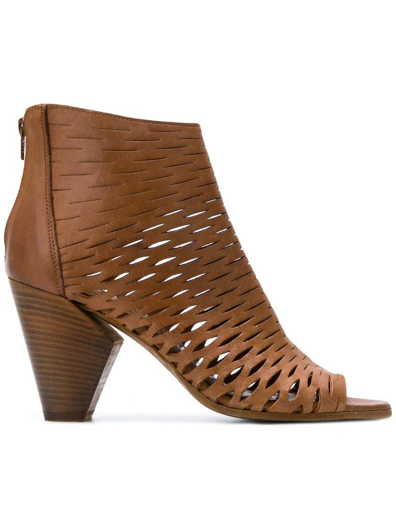 Strategia Perforated sandals Clearance Exclusive SJwVxFd