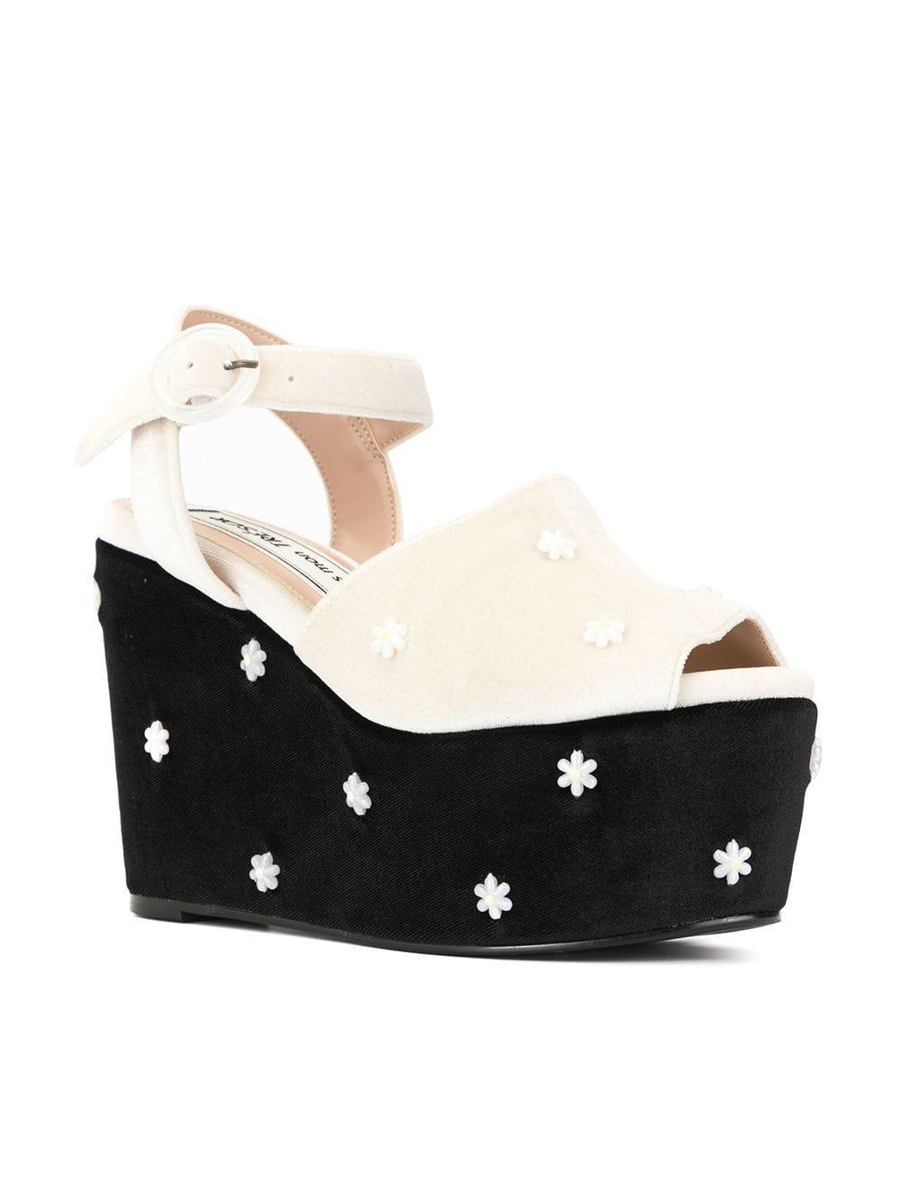 ec85c3640f1 Lyst - Tu Es Mon Tresor Flower Bead Platform Sandals in Black