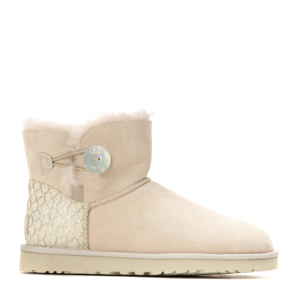 UGG® From the soft sheepskin soles to the smooth exterior, UGG® boots and shoes are undeniably comfortable. Created by some one of the world's most sought after designers, these clearance UGG® will keep your feet feeling just as good as they look.