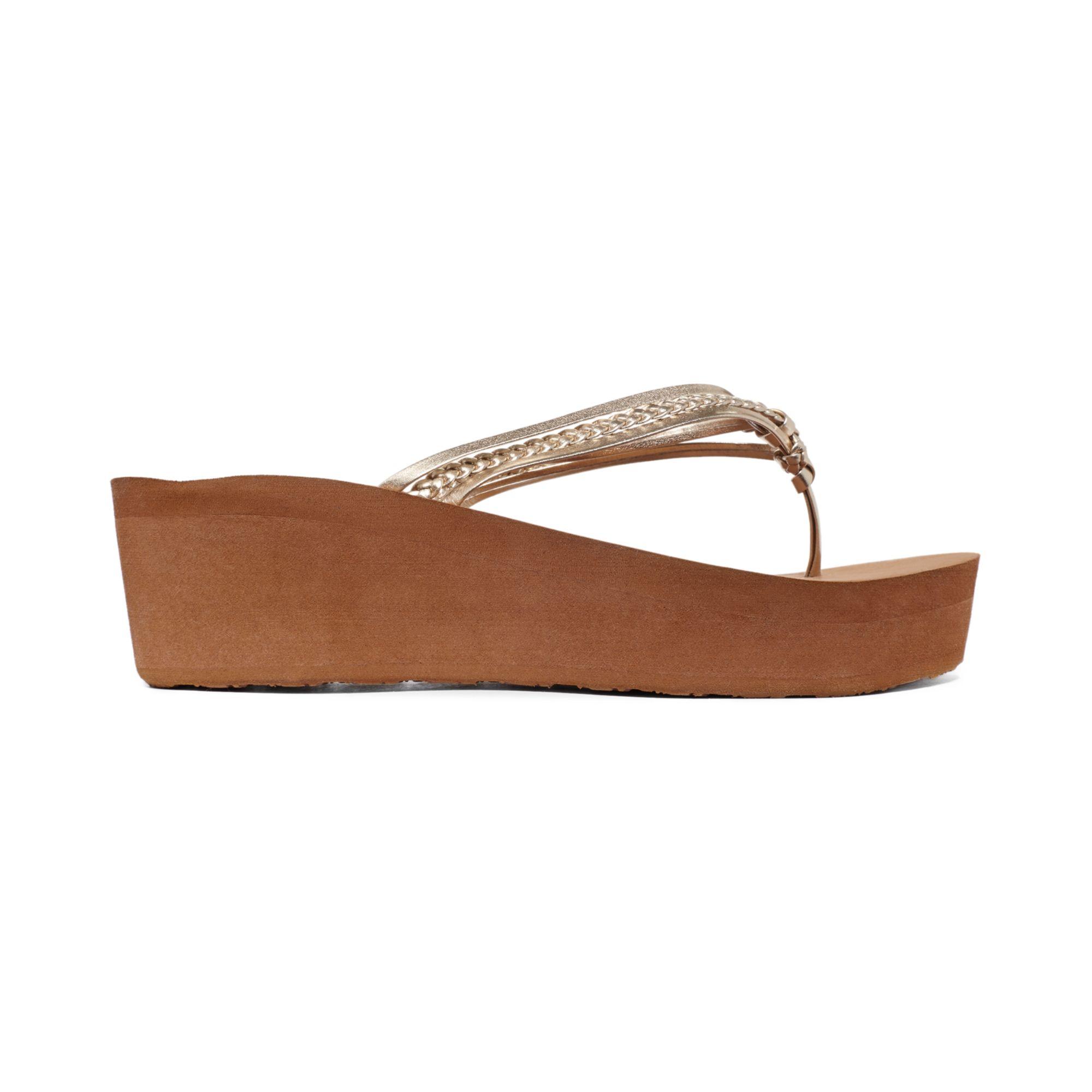 67142d5c3d3 Lyst - Roxy Puka Platform Wedge Thong Sandals in Metallic