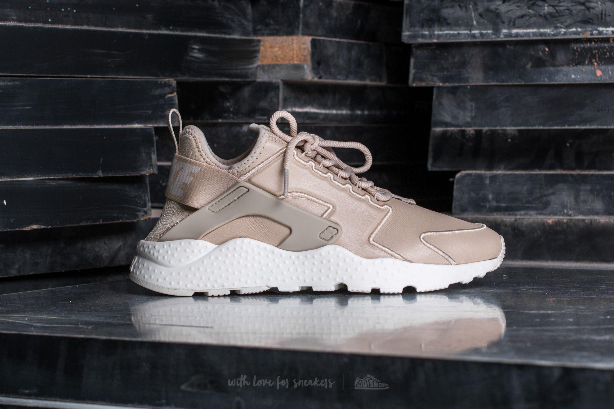 best sneakers e7bd3 f3803 Gallery. Previously sold at Footshop · Womens Nike Air Huarache ...