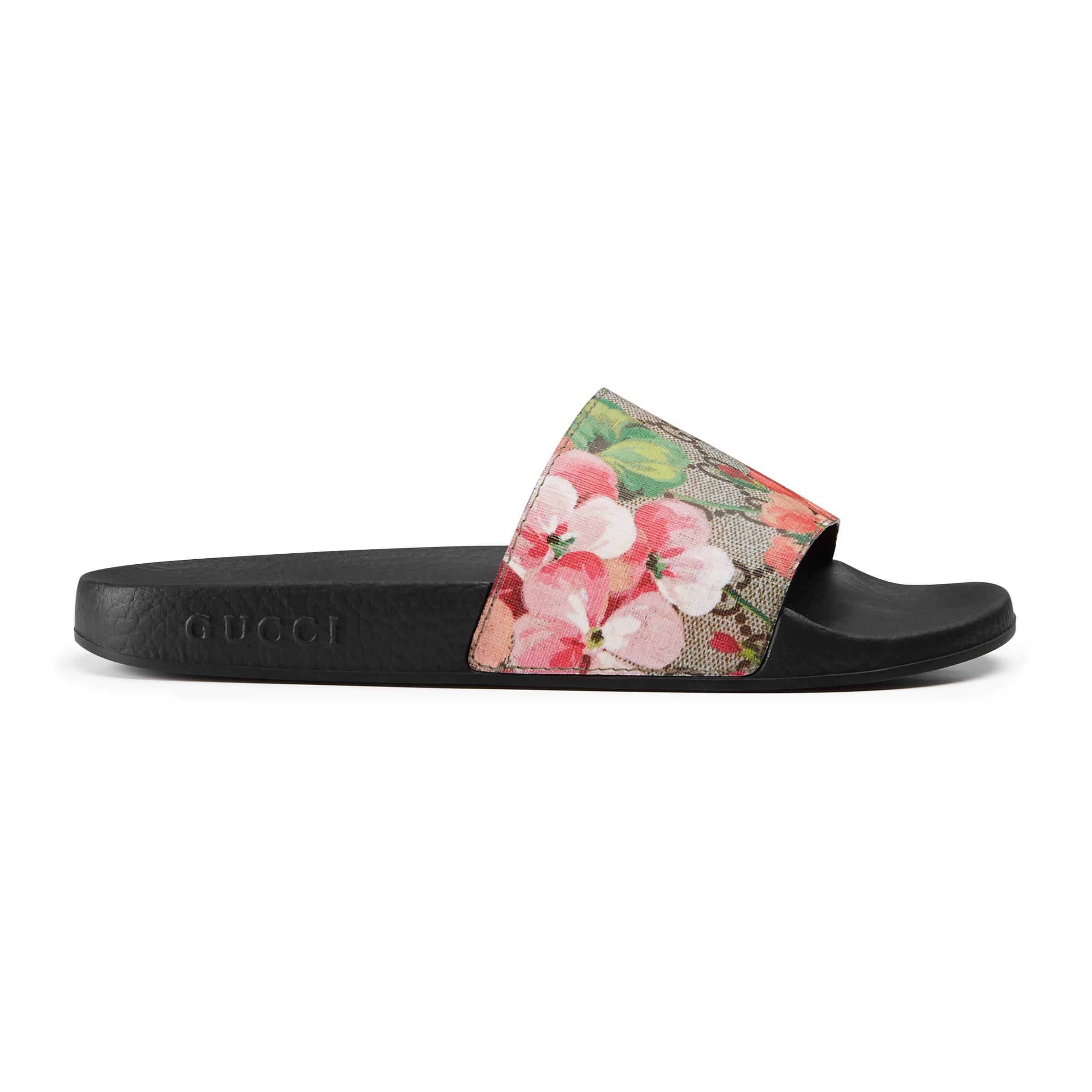 1831fcb7ba8 Gucci GG Blooms Supreme Slide Sandal in Natural - Lyst