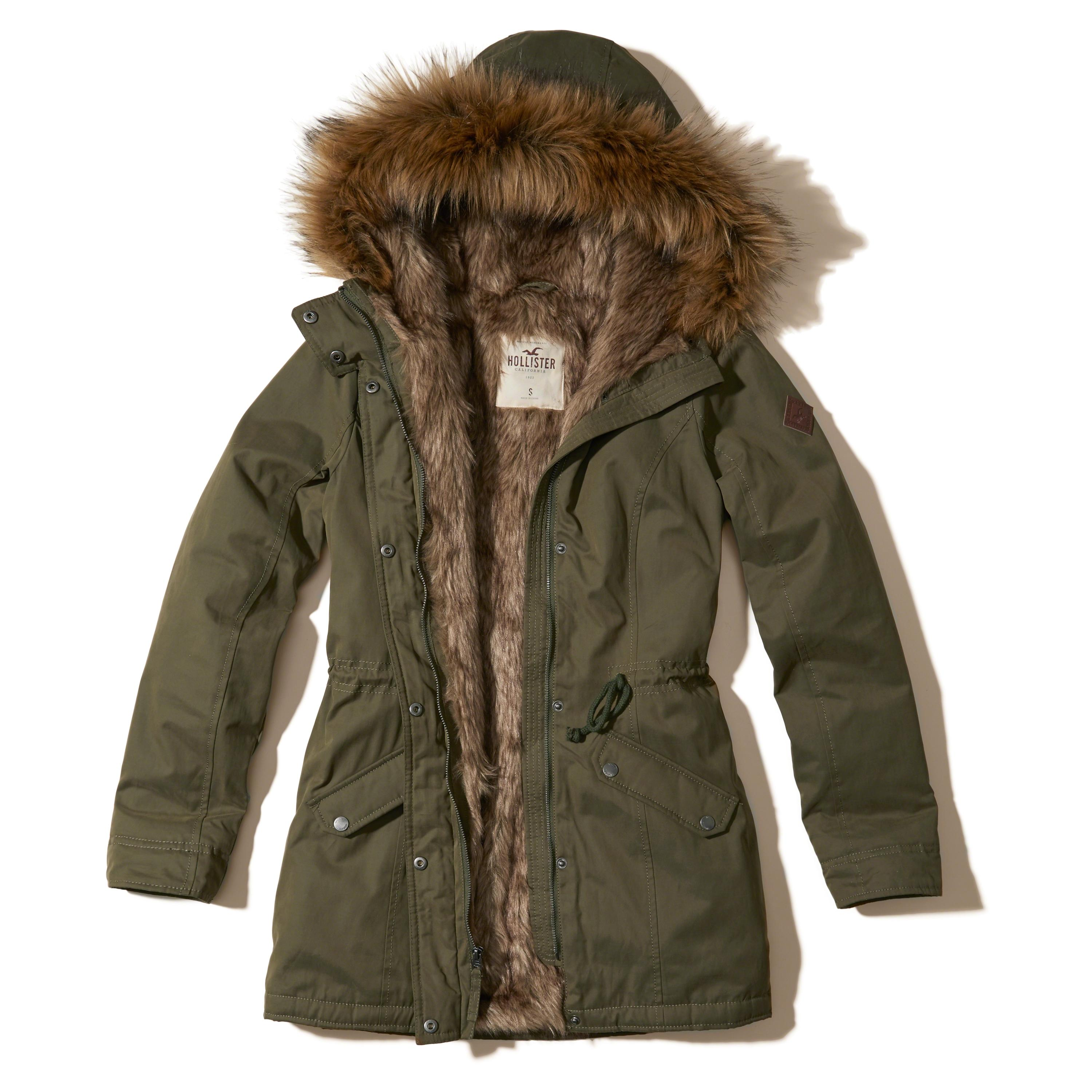 Vans Fuego MTE Parka. % nylon parka with % polyester lining. Removable faux fur trim at the hood. Size M, armpit to armpit 20