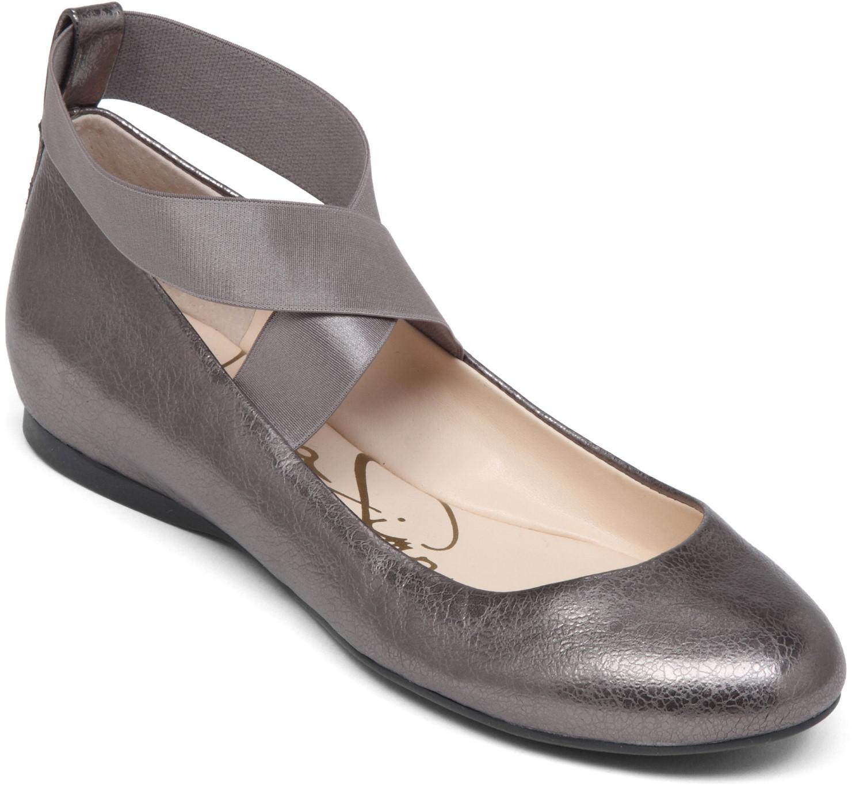 Lyst - Jessica Simpson Womens Mandayss Closed Toe Flats 8 c60e44558e0