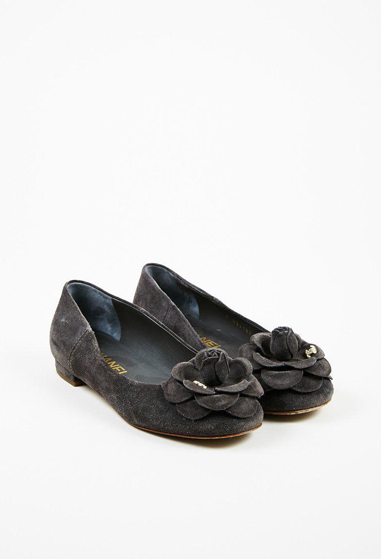 9d5fe36c4 Chanel Gray Suede Faux Pearl 'cc' Camellia Flower Ballet Flats - Lyst