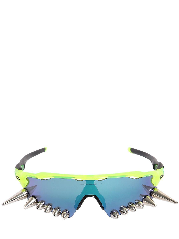 31b483b6ec Lyst - Vetements Oakley 400 Spikes Sunglasses in Green