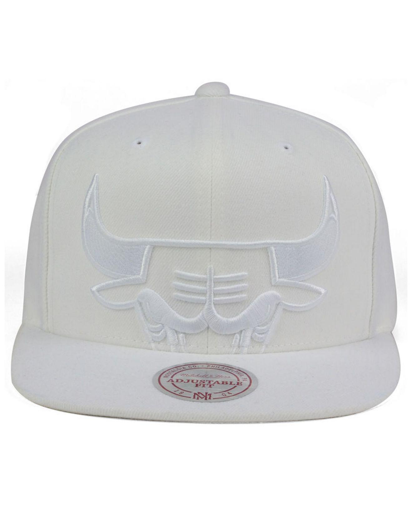 Lyst - Mitchell   Ness Chicago Bulls Cropped Xl Logo Snapback Cap in White  for Men 3f872573036