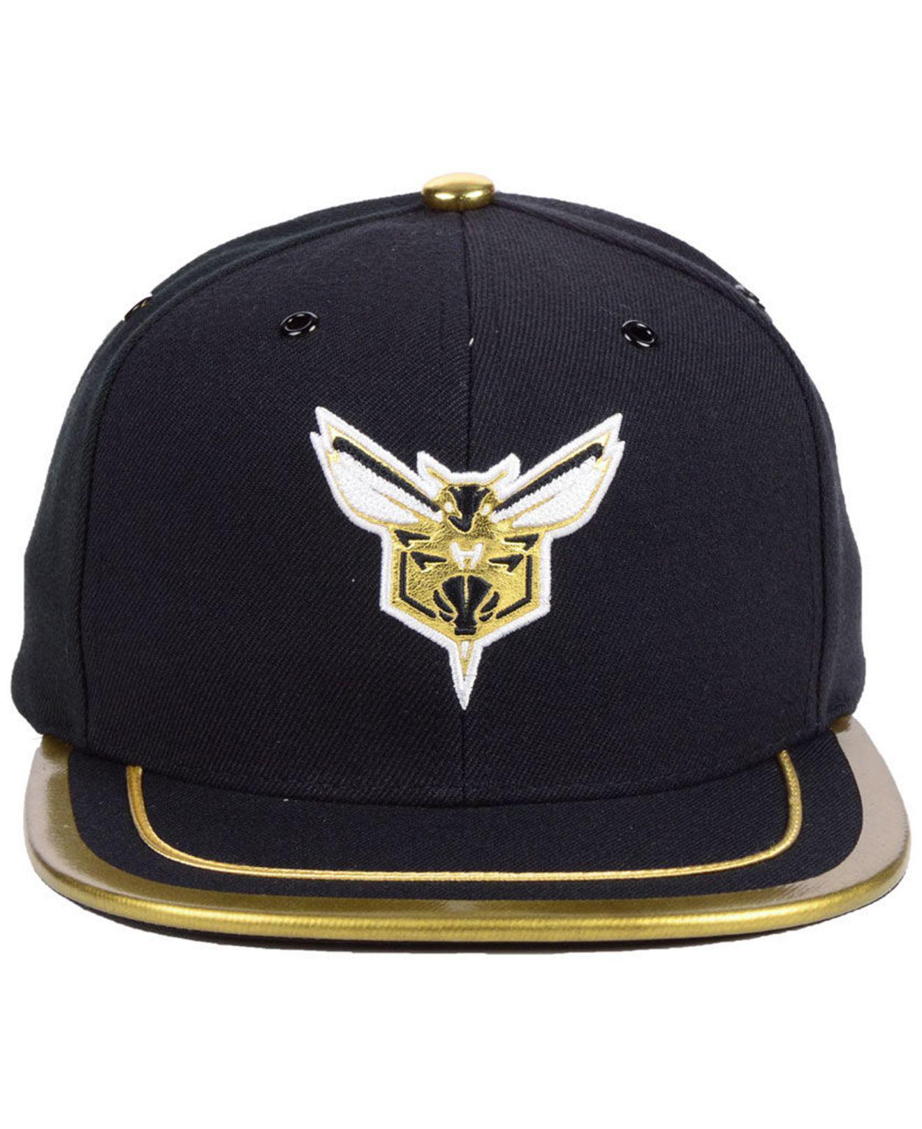 best sneakers be049 83c01 Lyst - Mitchell   Ness Charlotte Hornets Soutache Viz Snapback Cap in Blue  for Men