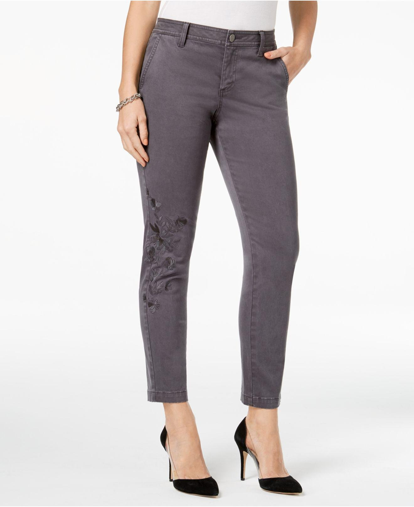 "As someone who is 4'11"" shopping for jeans is a constant struggle. Finding clothes that fit can be a challenge, especially if the brands you like don't make specialty petite sizing."