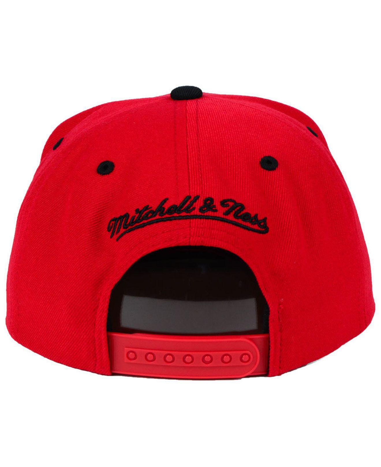 dbdf3344 Mitchell & Ness - Red Chicago Bulls Black & Gold Metallic Snapback Cap for  Men -. View fullscreen