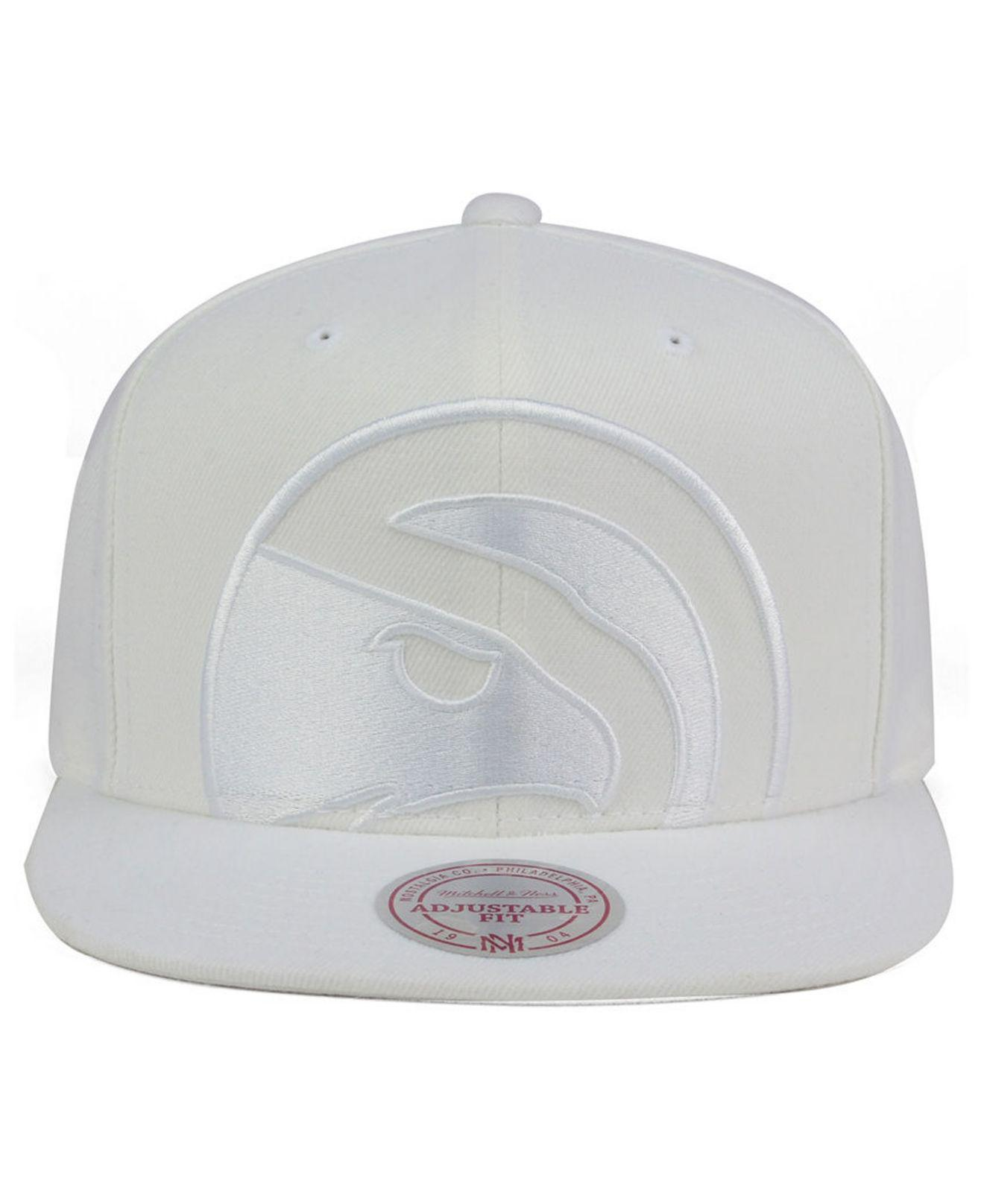 low priced d7578 19c32 Lyst - Mitchell   Ness Atlanta Hawks Cropped Xl Logo Snapback Cap in White  for Men