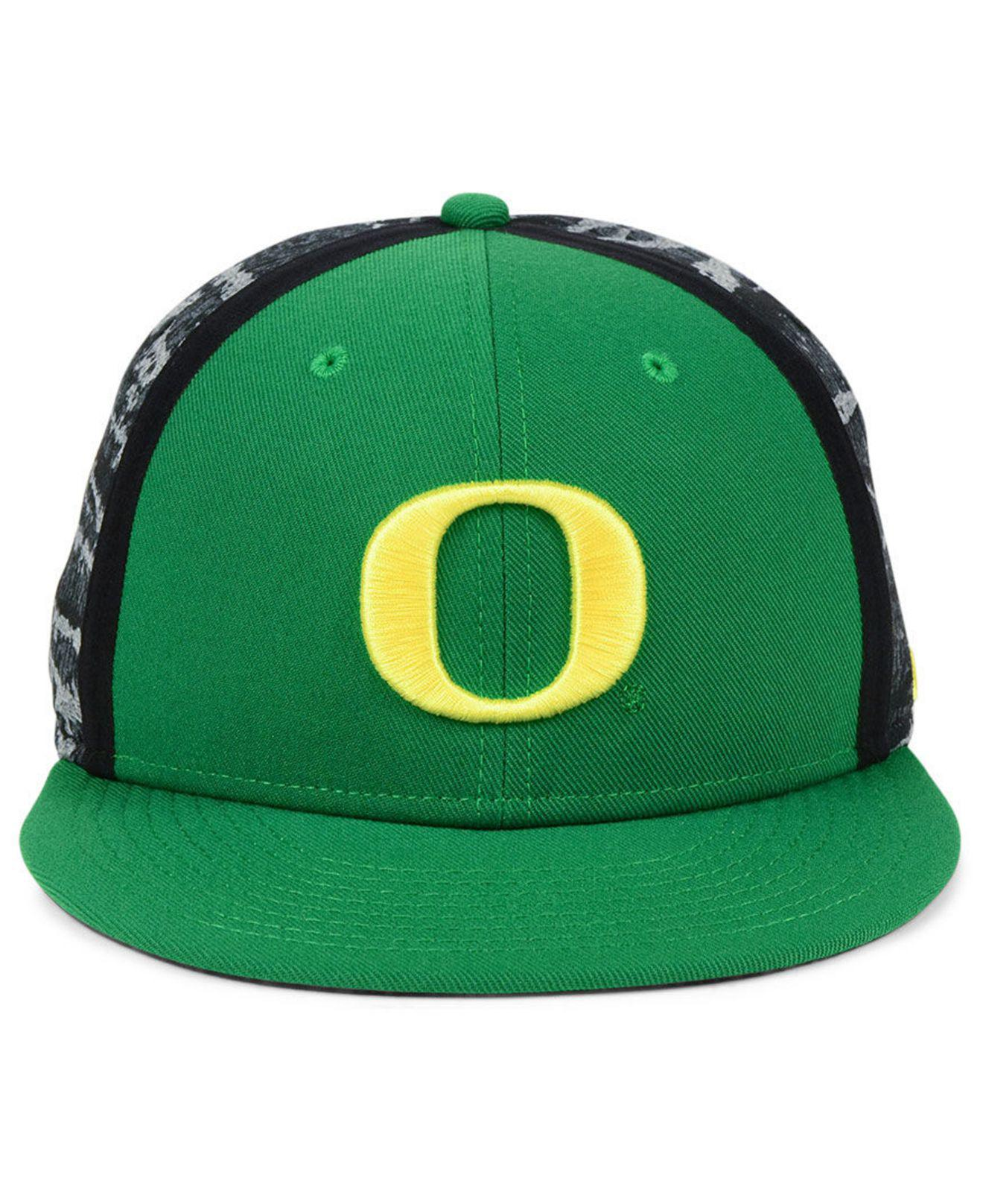 premium selection 64be0 b87ea Lyst - Nike Oregon Ducks Dna True Snapback Cap in Green for Men