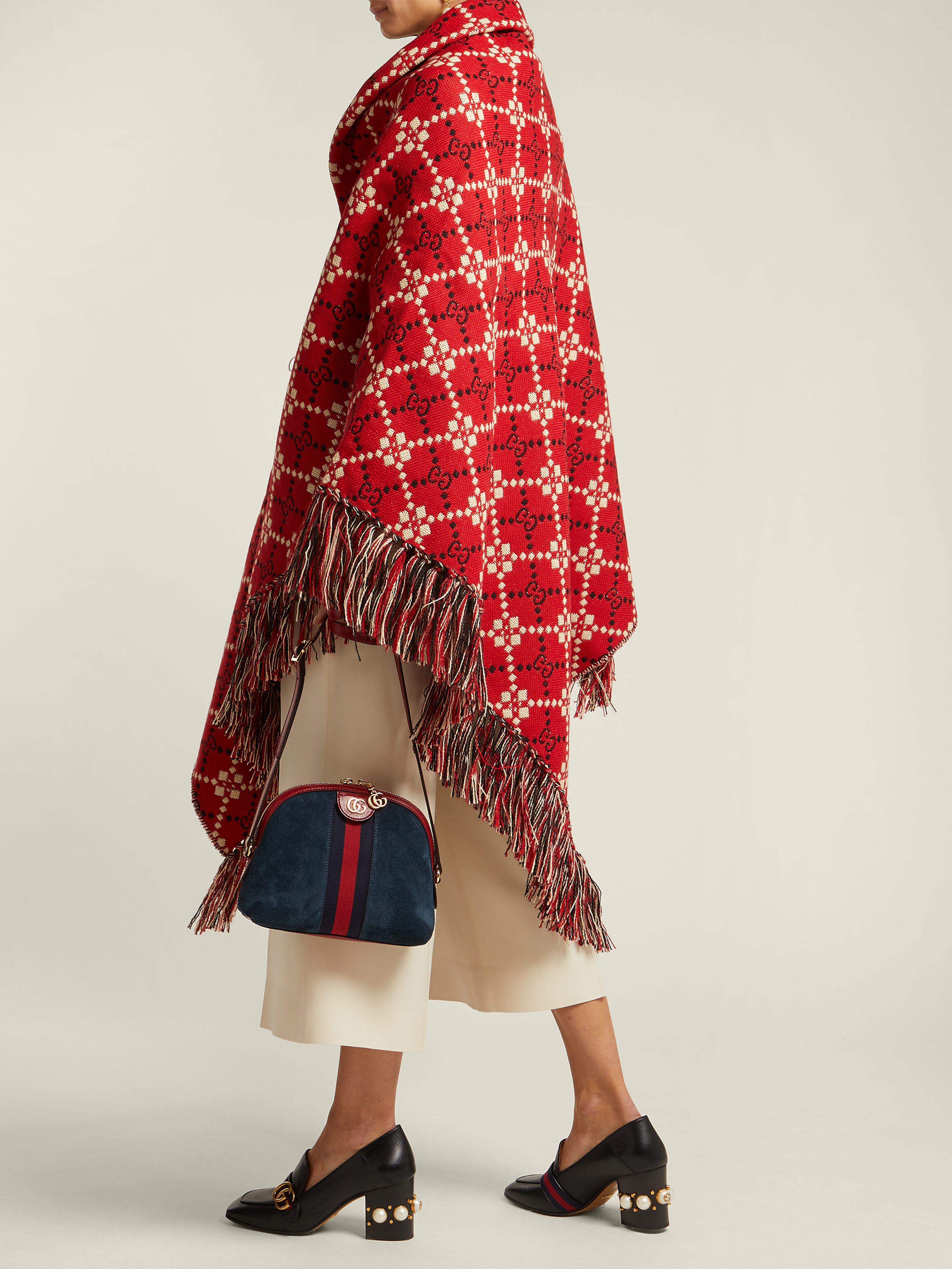 ebb6e0e29f0b Lyst - Châle en laine tissée à franges et motif GG Gucci en coloris ...