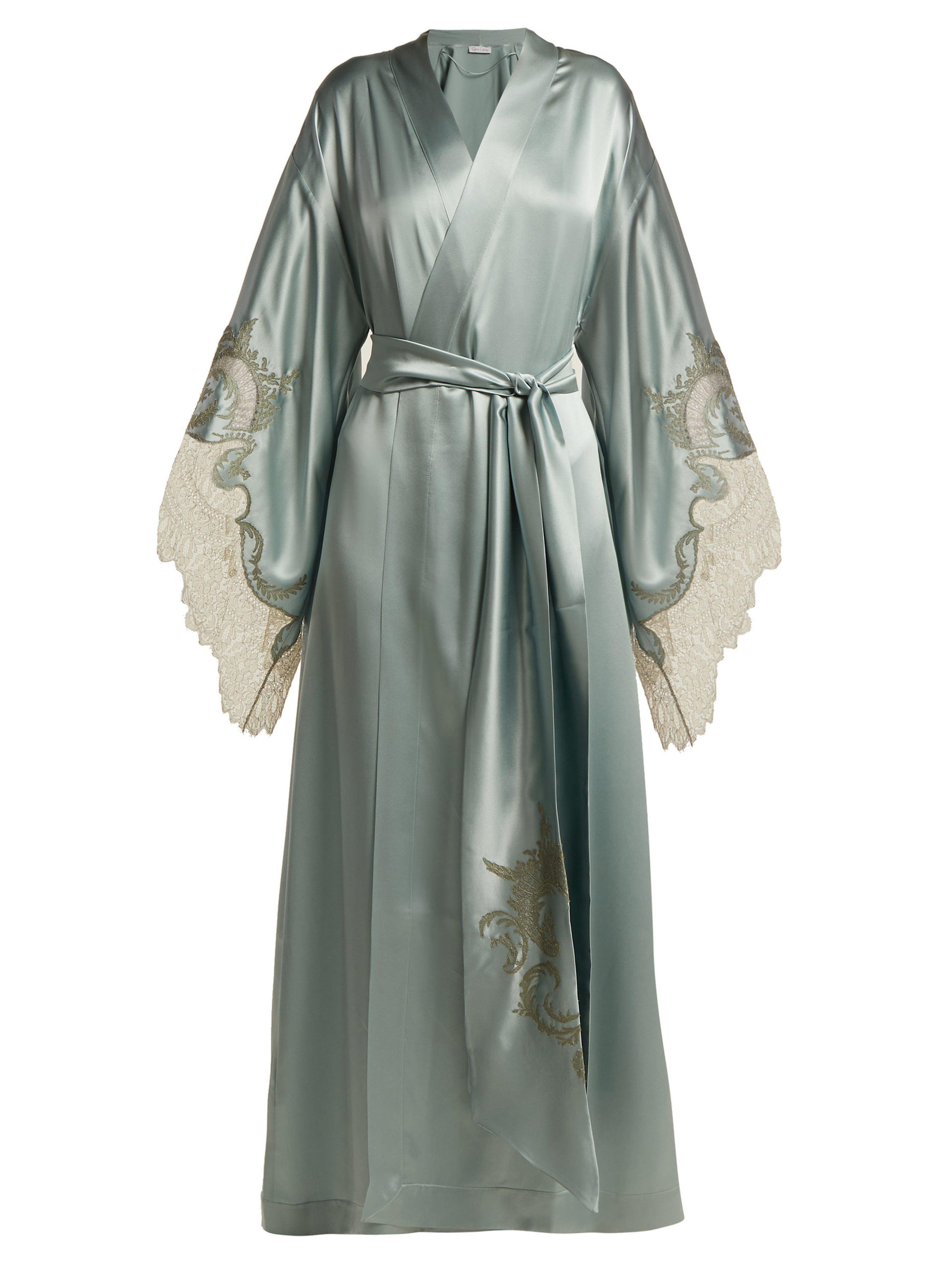 4882a098392ec Robe de chambre kimono en satin de soie à dentelle Carine Gilson en ...